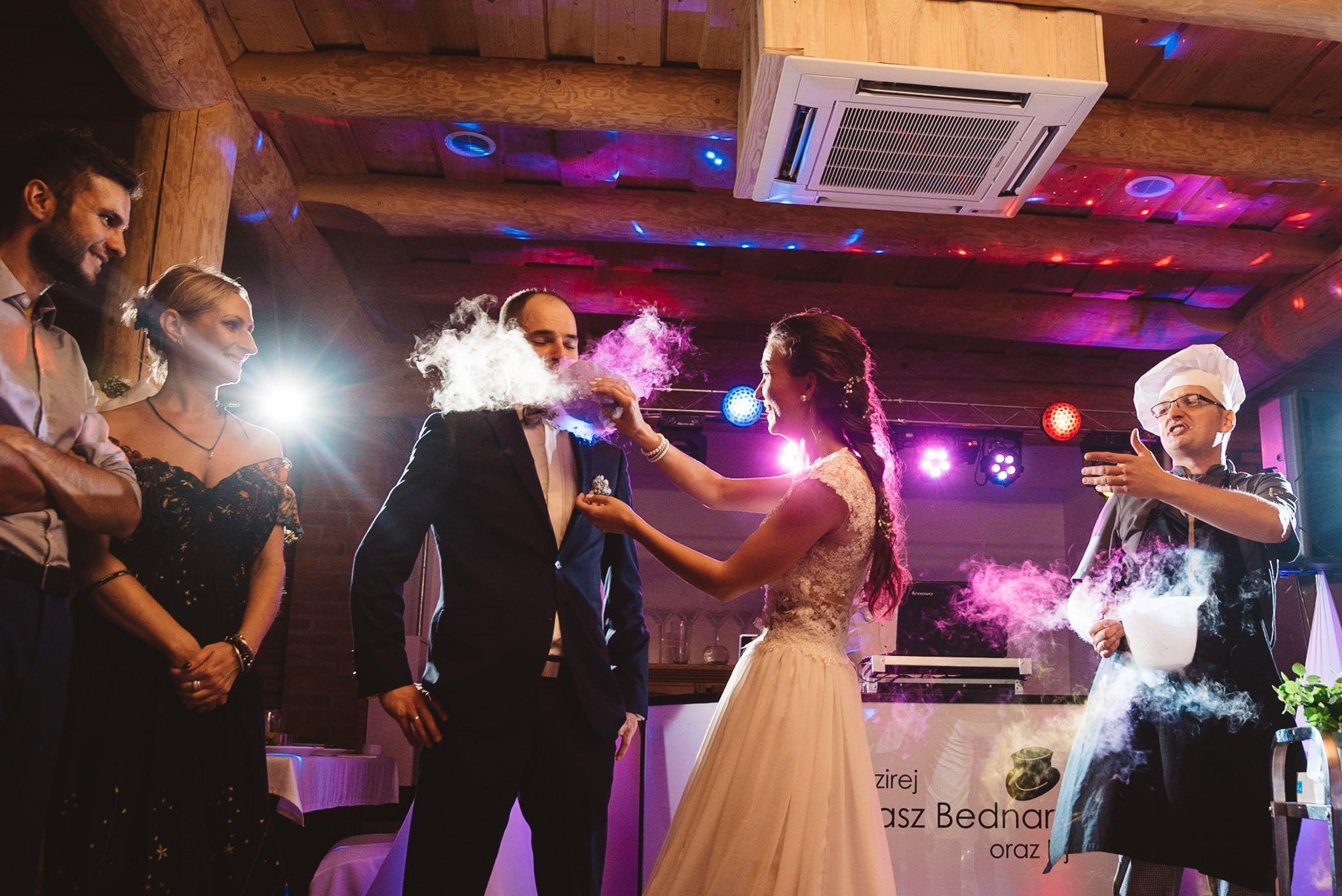 Kapitańska, sala weselna, fotografia ślubna, super sala, dobra zabawa na weselu, kucharz, pokaz suchego lodu, smok,
