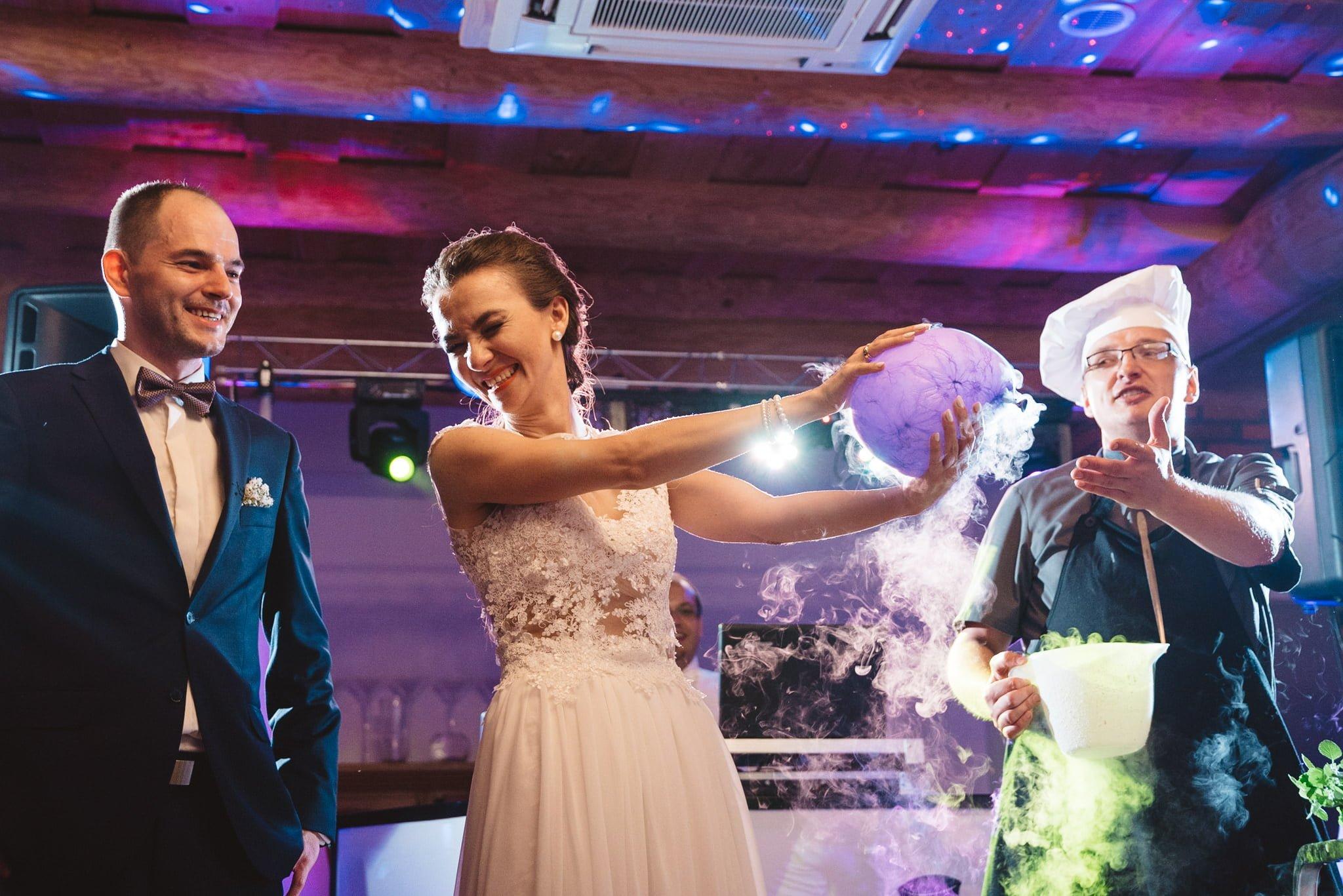 Kapitańska, sala weselna, fotografia ślubna, super sala, dobra zabawa na weselu, kucharz, pokaz suchego lodu,