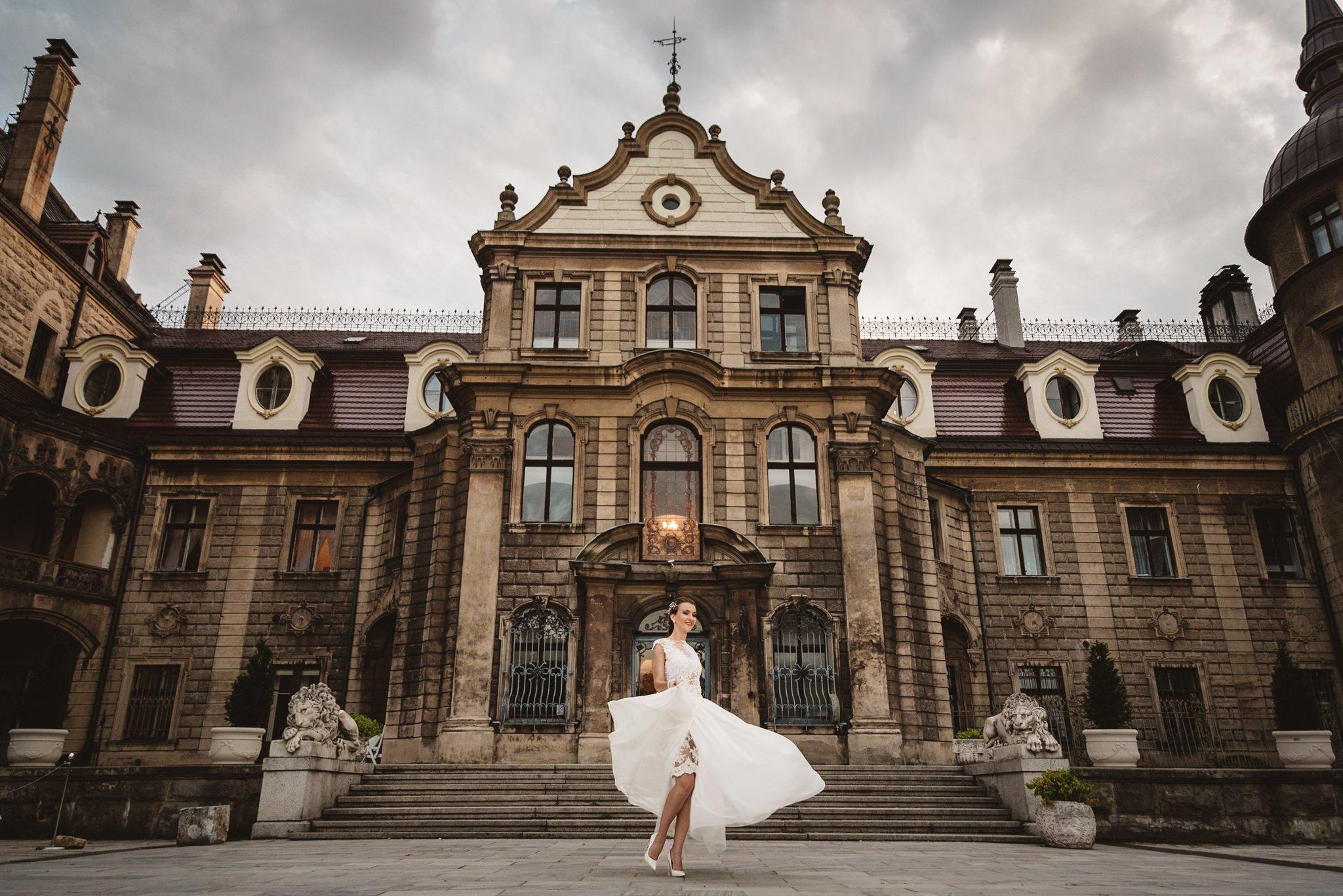 zamek Moszna, piękna sesja ślubna, piękna sesja plenerowa, kreatywna sesja plenerowa, sesja pałacowa, sesja zamkowa, artystyczna sesja ślubna