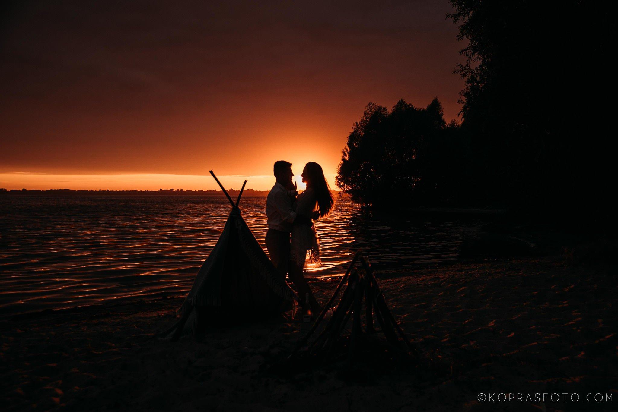 Ewa i Konrad - sesja narzeczeńska nad jeziorem 63