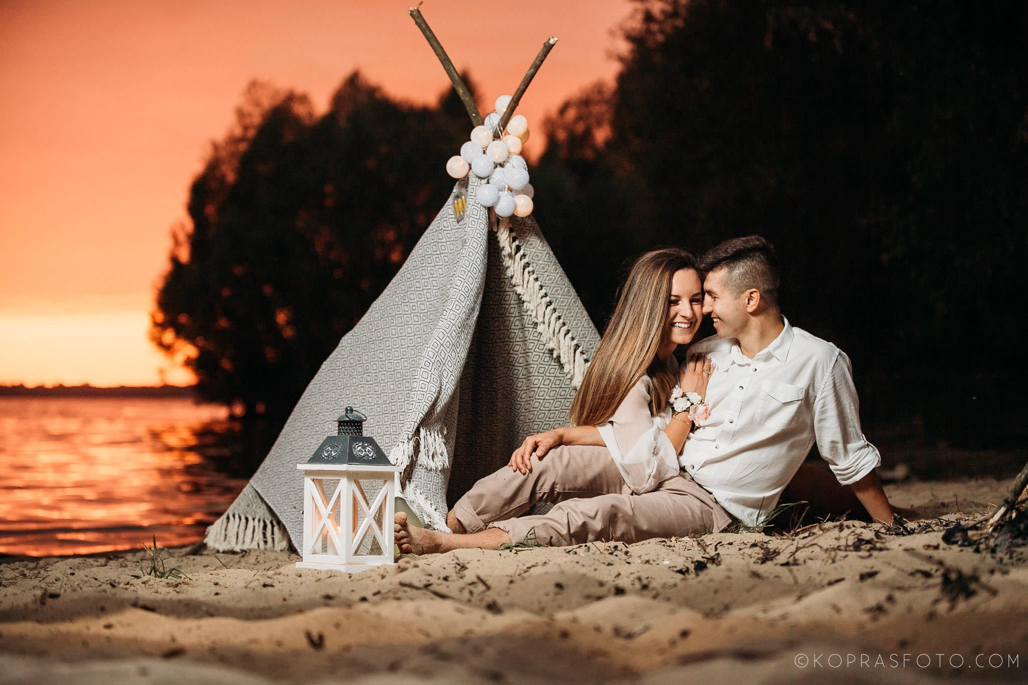romantyczna sesja narzeczeńska, piękne zdjęcia, kreatywna fotografia, zbiornik jeziorsko, naturalne zdjęcia, radość, emocje, fotograf slubny Klisz,