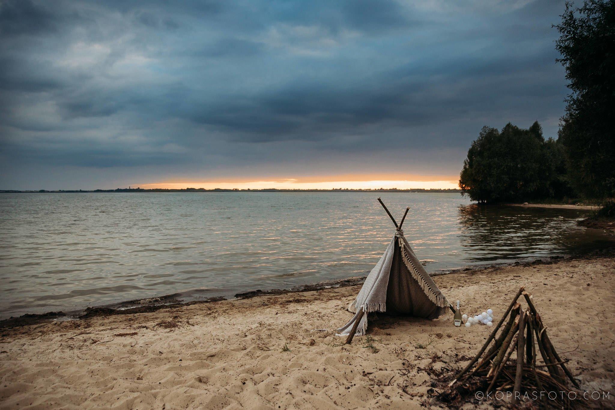 Ewa i Konrad - sesja narzeczeńska nad jeziorem 44