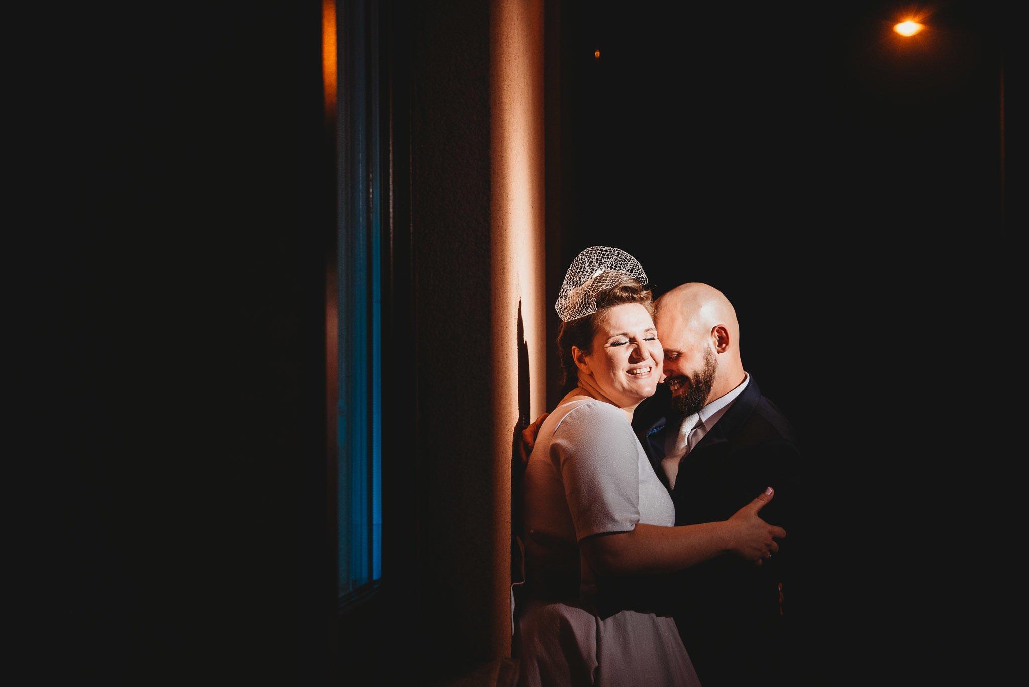kreatywna fotografia, ślubna, zabawa światłem, spontaniczne zdjęcia, wygłupy młodych, szaleństwo, hotoel behapowiec, grodzisk wielkopolski,