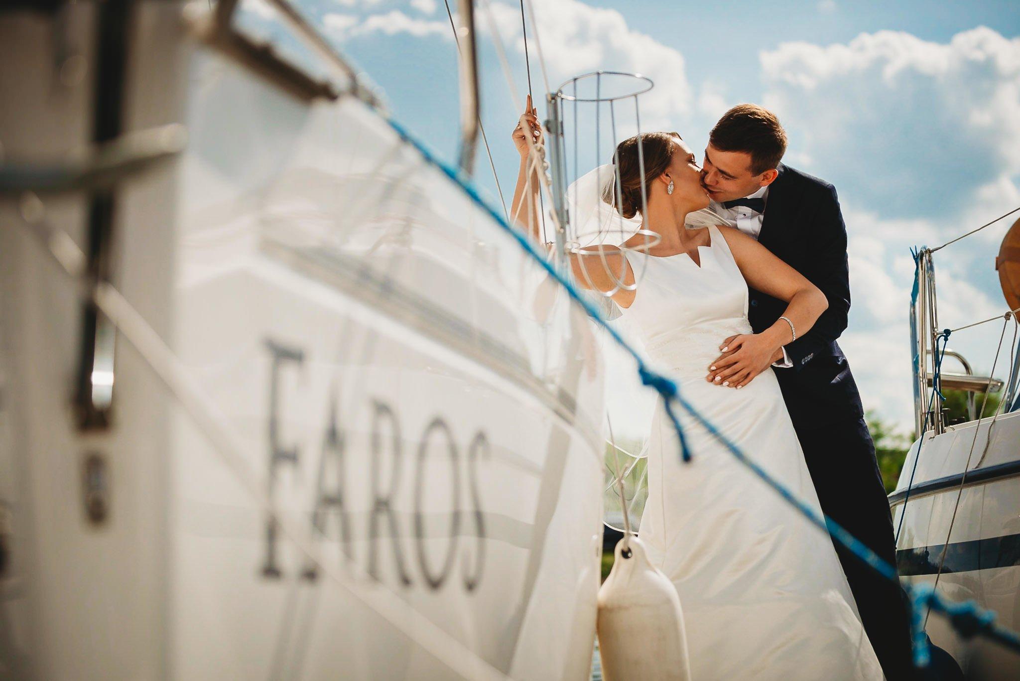sesja ślubna, ślesin, marina, pan młody, panna młoda, piękna pogoda, pocałunek, zdjęcia slubne Koło, fotograf slubny Koło,