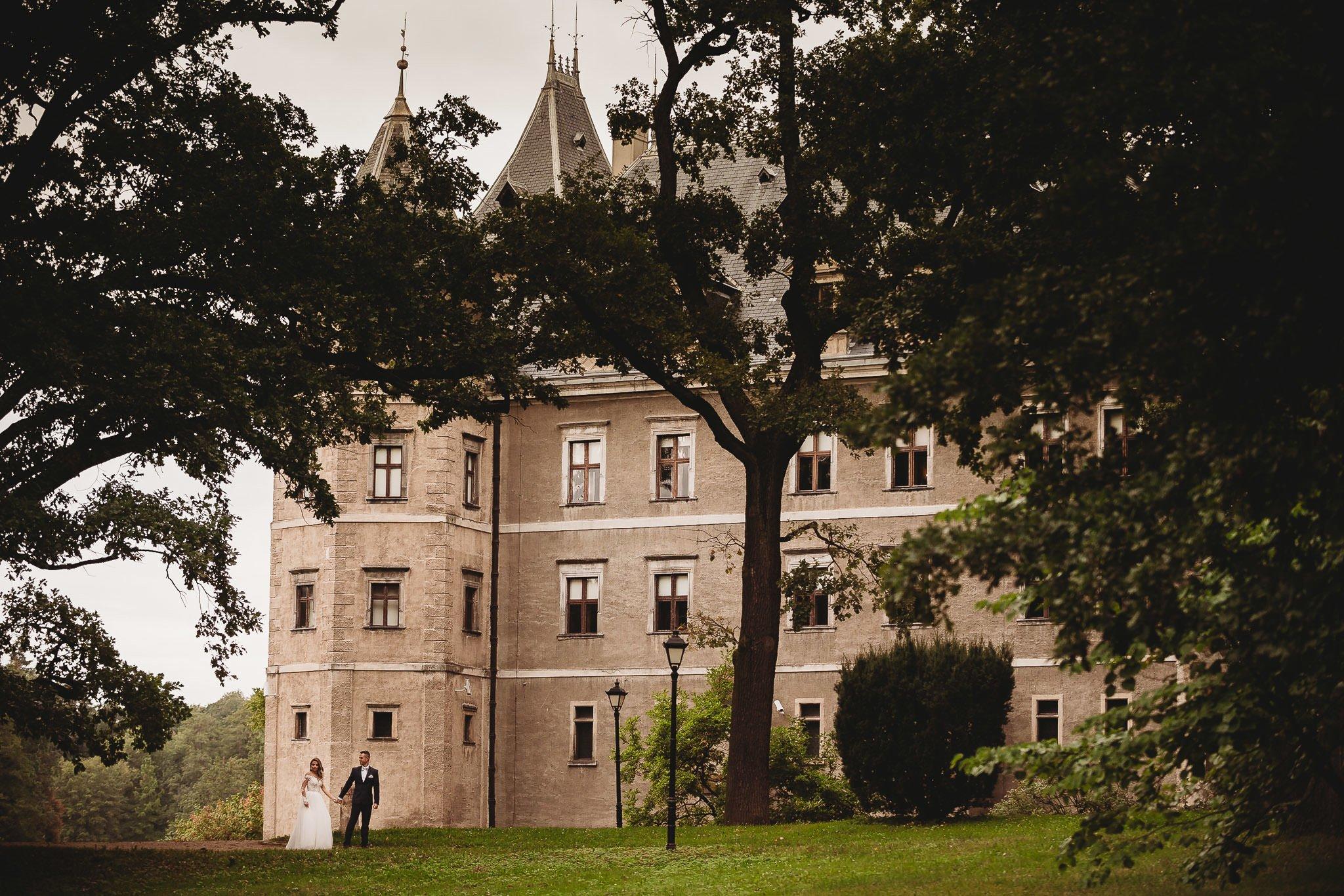 zamek Gołuchów, sesja plenerowa, pałac w Gołuchowie,sesja zamkowa, muzeum w Gołuchowie, zamek Czrtoryskich, romantyczna sesja w zamku, piękne zdjęcia, piękne fotografie, park w Gołuchowie, zdjęcia śłubne Koło,