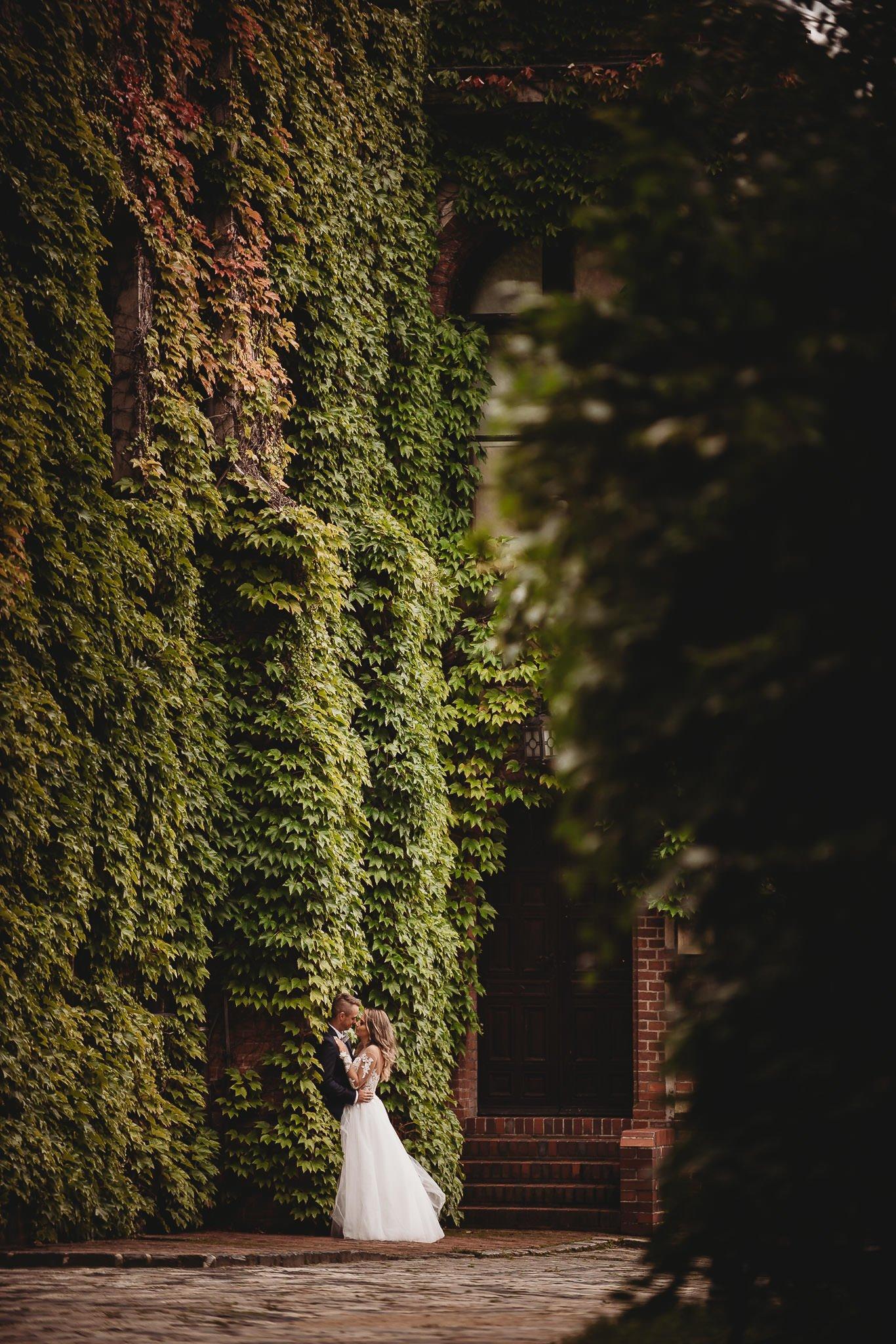 zamek Gołuchów, sesja plenerowa, pałac w Gołuchowie,sesja zamkowa, muzeum w Gołuchowie, zamek Czrtoryskich, romantyczna sesja w zamku, piękne zdjęcia, piękne fotografie, park w Gołuchowie,