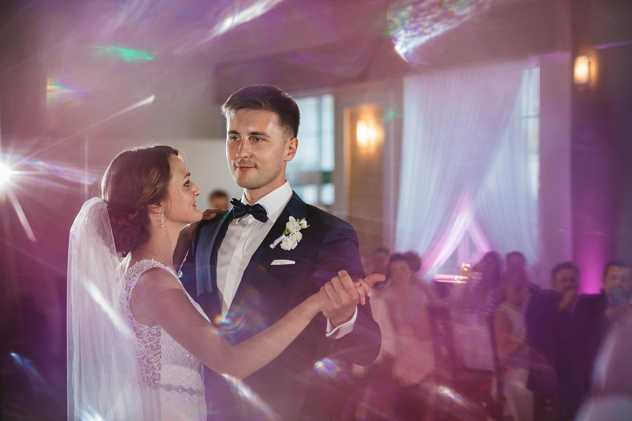 Monika i Michał, wesele w Paryżu i sesja plenerowa w stadninie koni w Czołowie 180