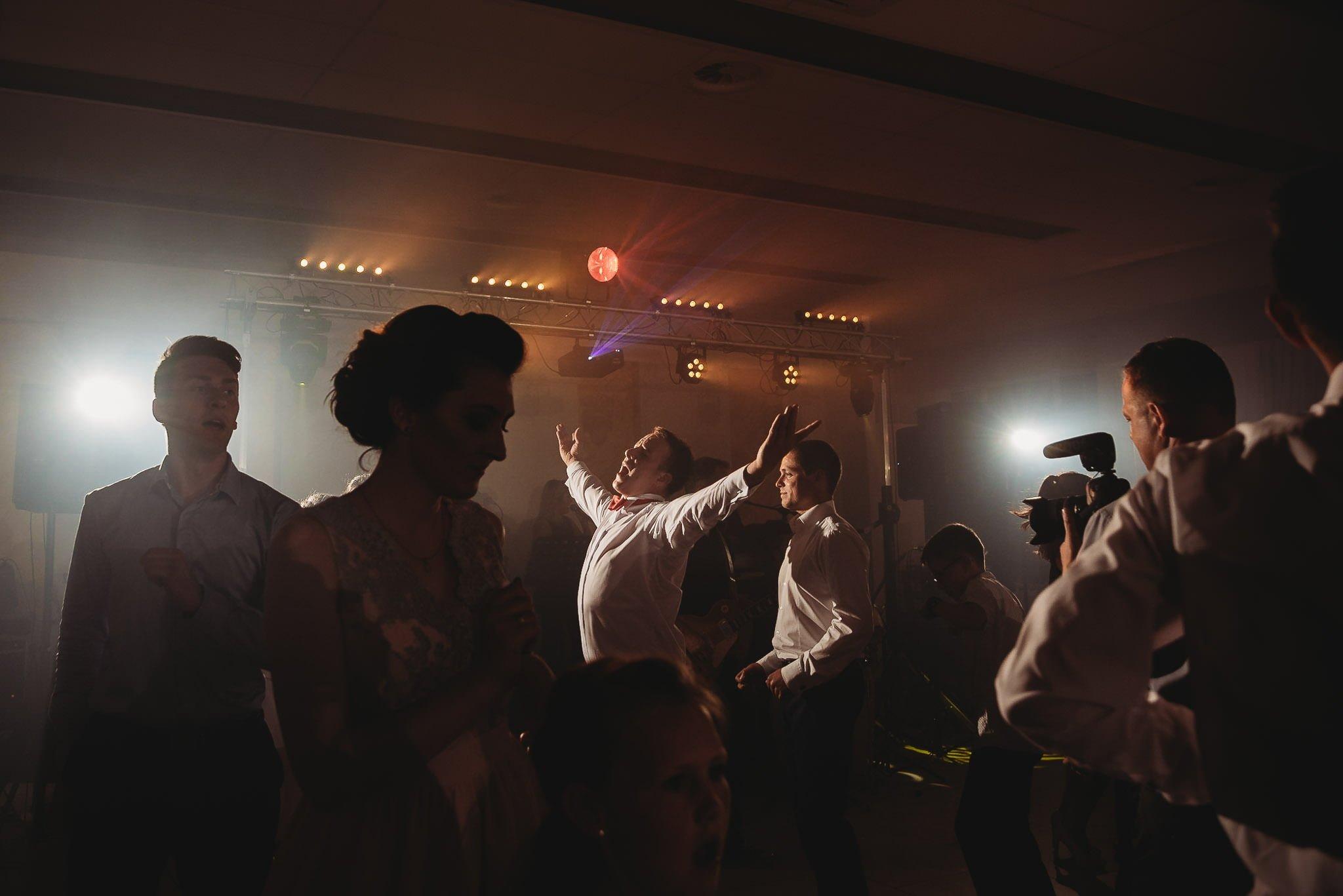 Monika i Michał, wesele w Paryżu i sesja plenerowa w stadninie koni w Czołowie 294