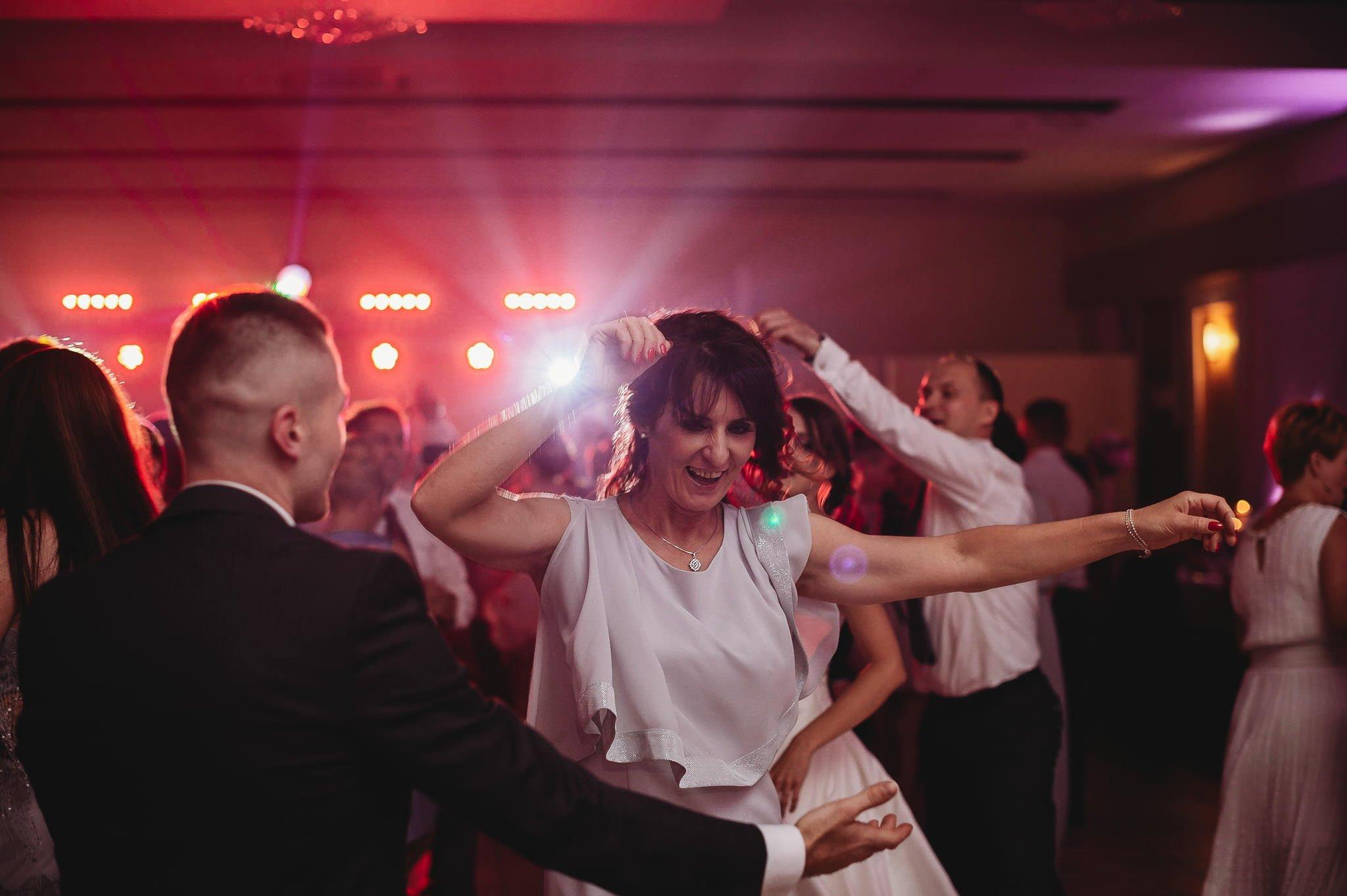 Monika i Michał, wesele w Paryżu i sesja plenerowa w stadninie koni w Czołowie 248