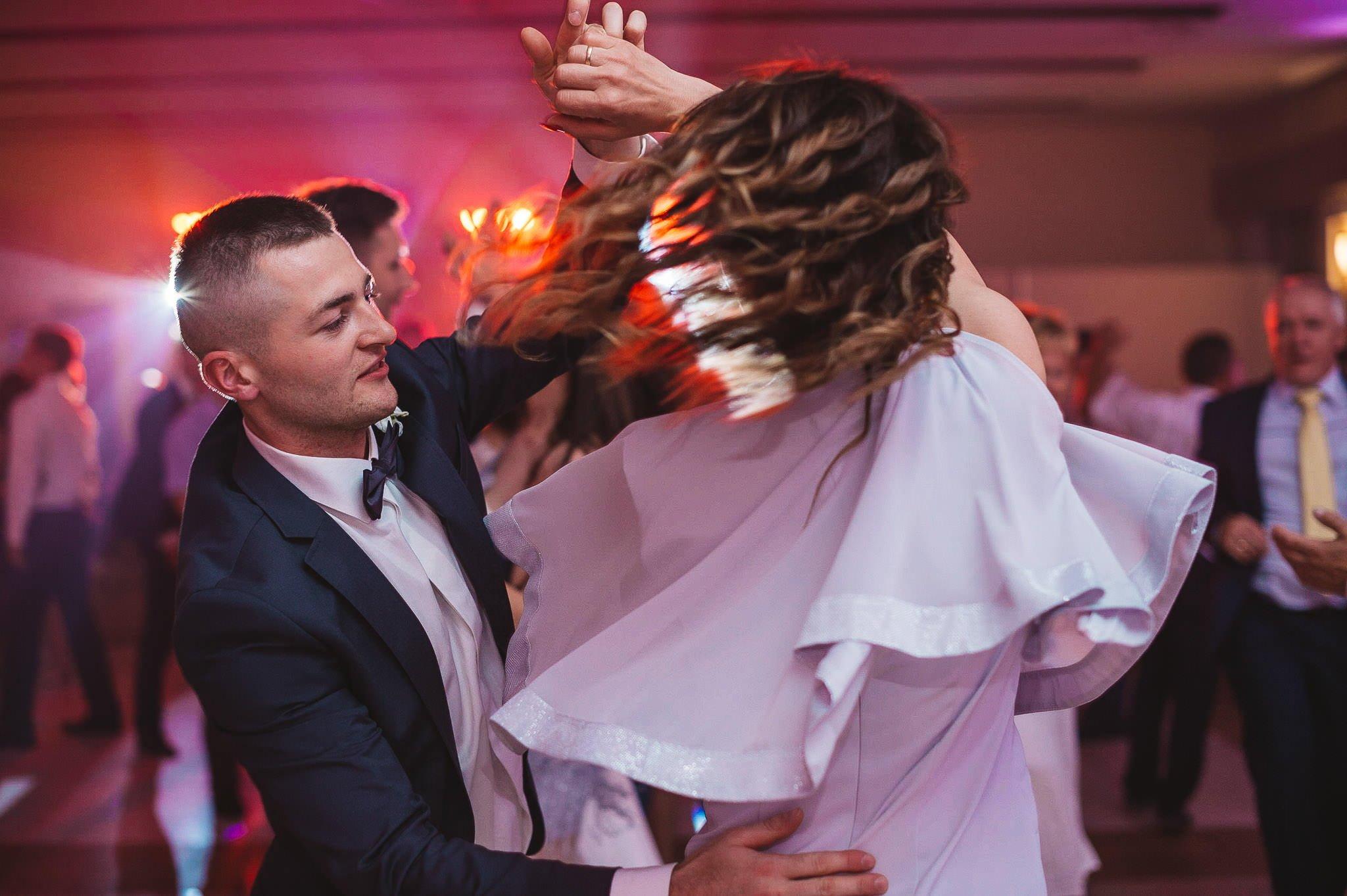 Monika i Michał, wesele w Paryżu i sesja plenerowa w stadninie koni w Czołowie 250