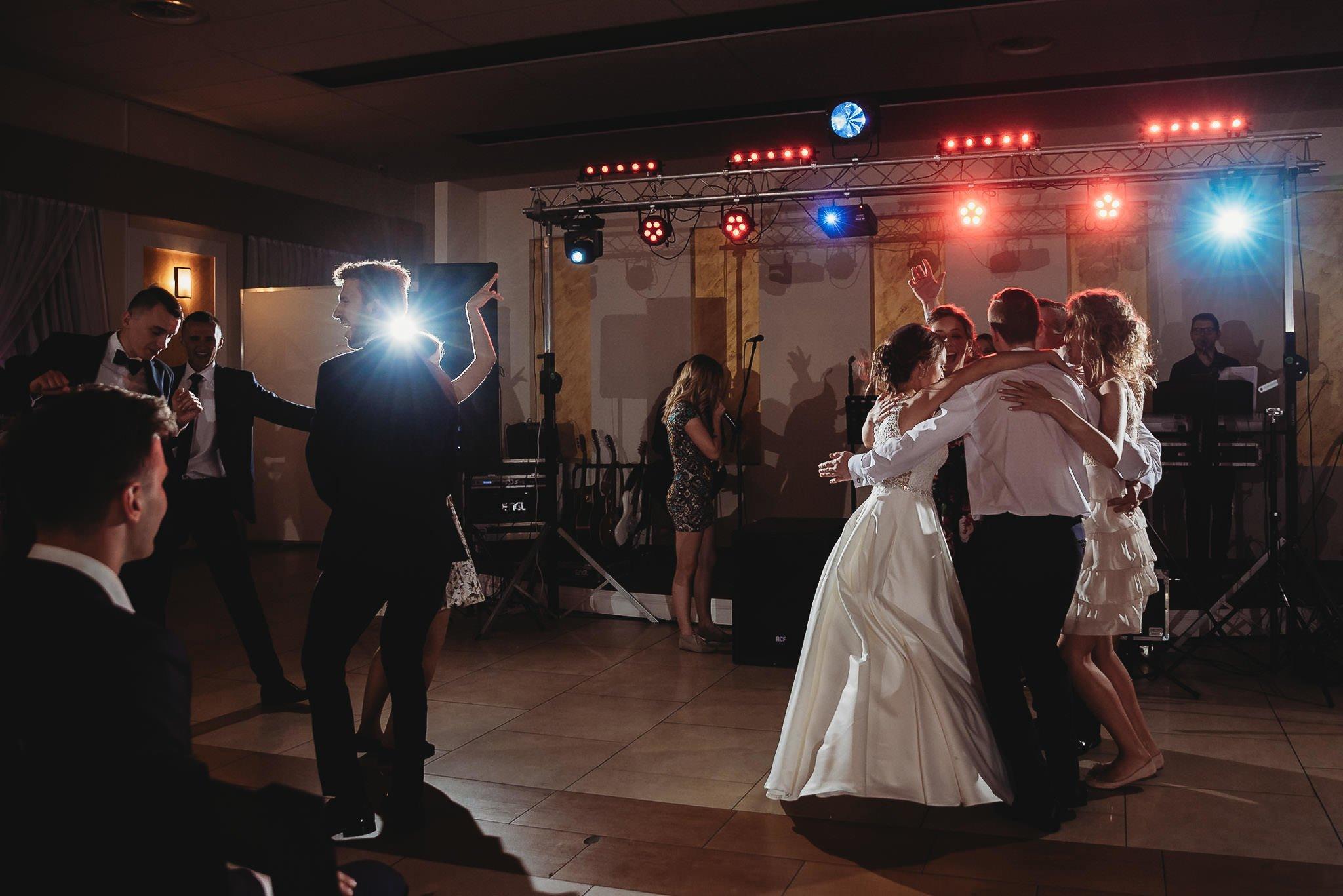 Monika i Michał, wesele w Paryżu i sesja plenerowa w stadninie koni w Czołowie 282