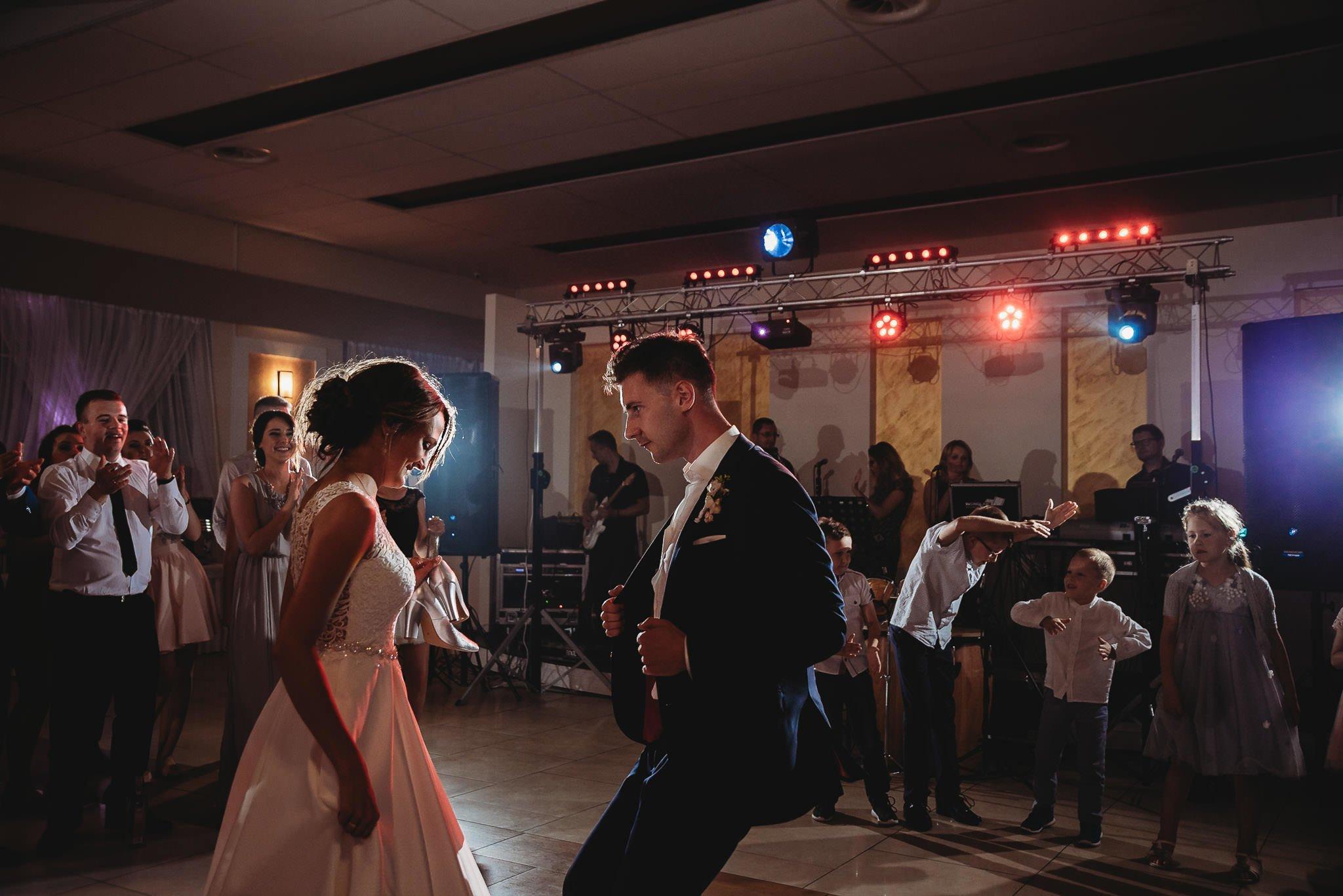 Monika i Michał, wesele w Paryżu i sesja plenerowa w stadninie koni w Czołowie 290