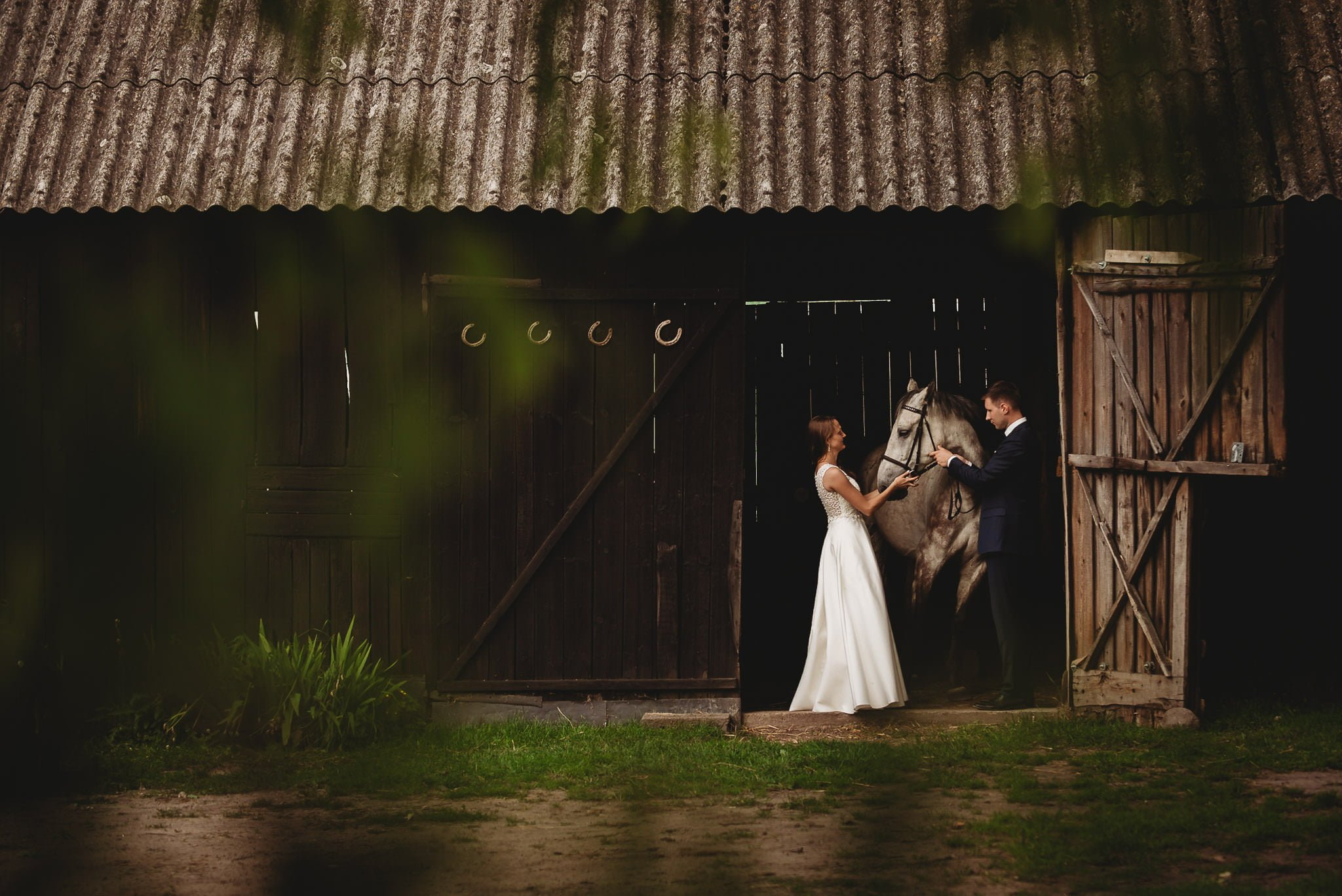 Monika i Michał, wesele w Paryżu i sesja plenerowa w stadninie koni w Czołowie 380