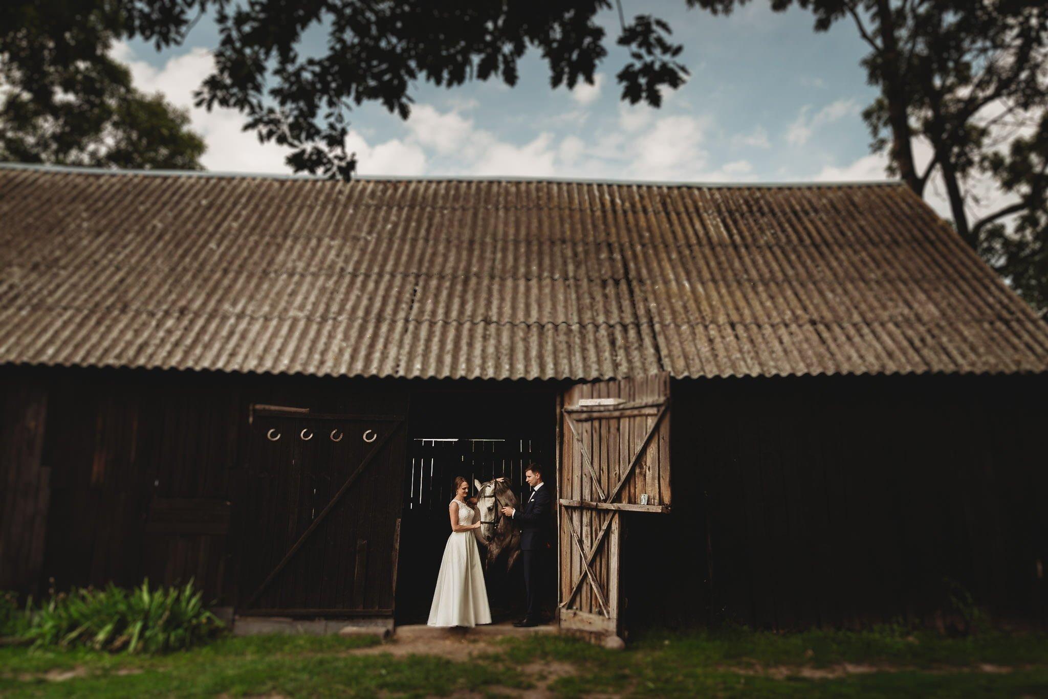 Monika i Michał, wesele w Paryżu i sesja plenerowa w stadninie koni w Czołowie 384