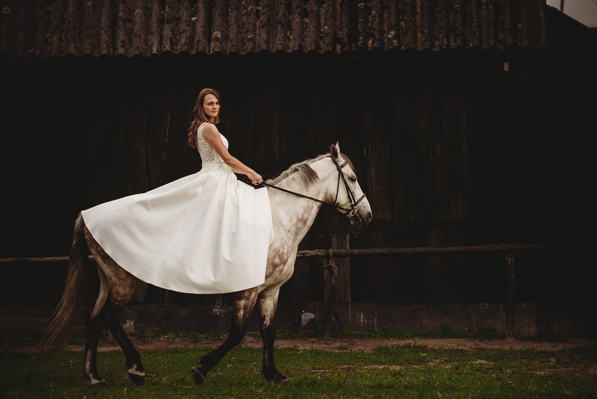 Monika i Michał, wesele w Paryżu i sesja plenerowa w stadninie koni w Czołowie 386