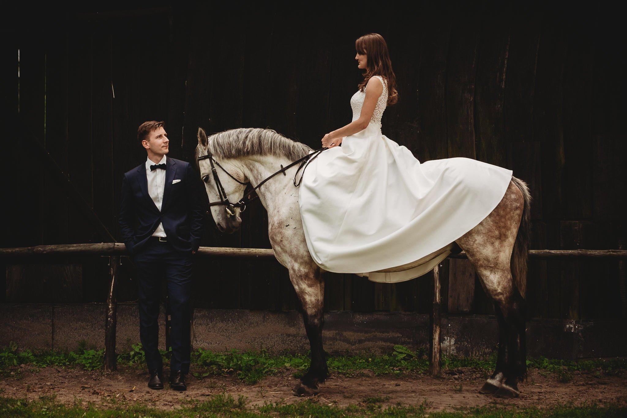 Monika i Michał, wesele w Paryżu i sesja plenerowa w stadninie koni w Czołowie 390