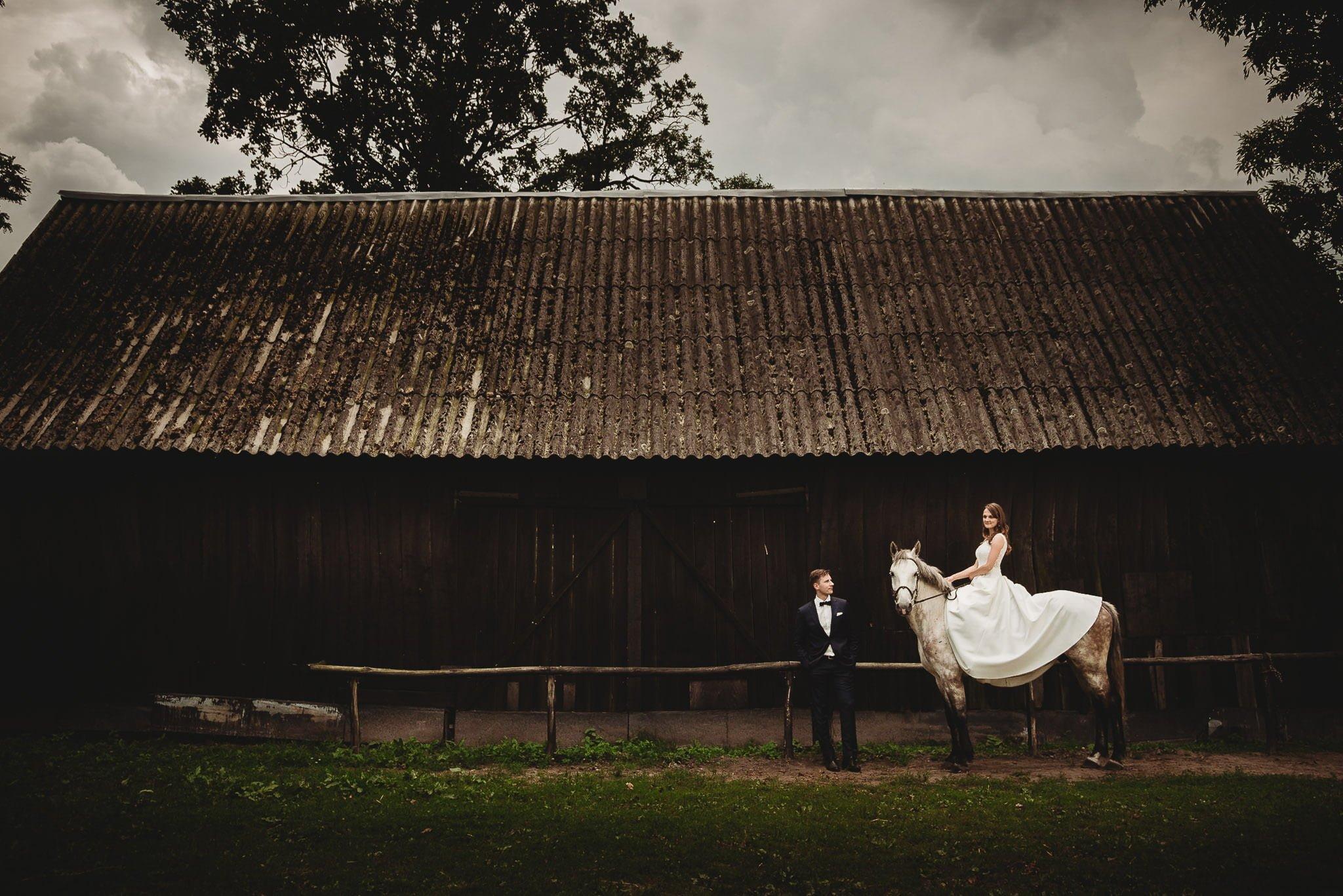Monika i Michał, wesele w Paryżu i sesja plenerowa w stadninie koni w Czołowie 392