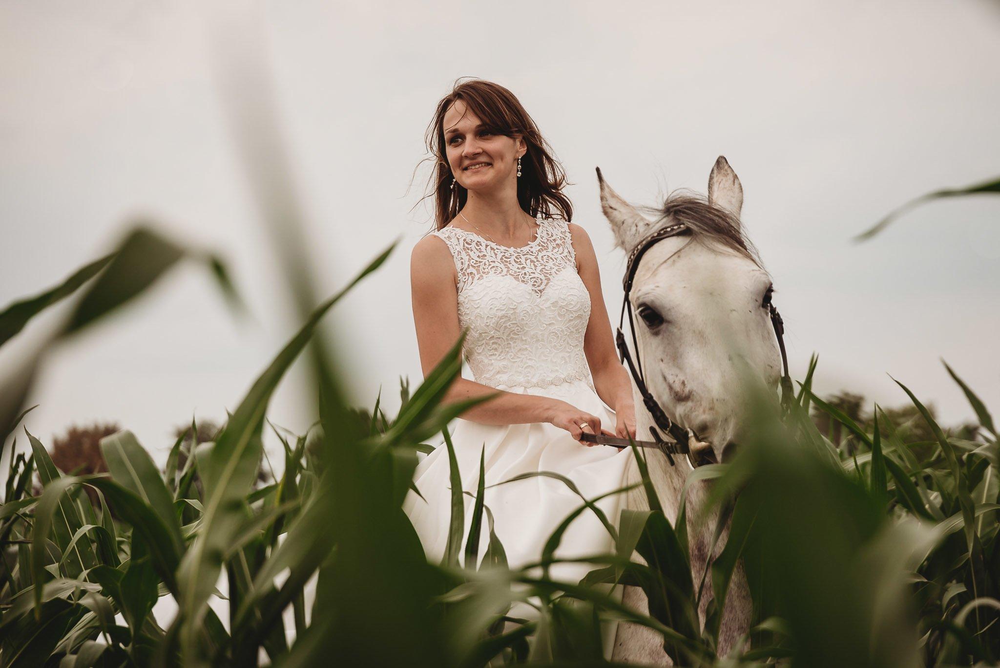 Monika i Michał, wesele w Paryżu i sesja plenerowa w stadninie koni w Czołowie 404