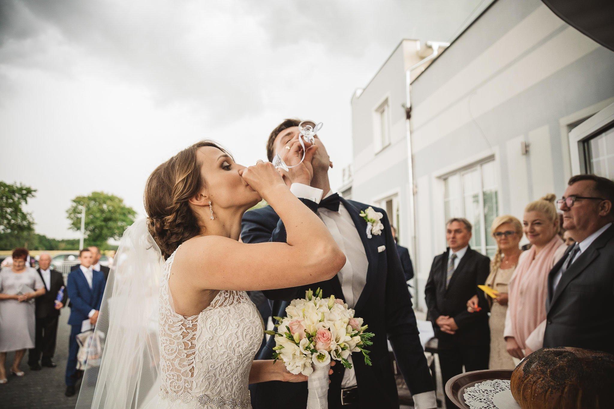 Monika i Michał, wesele w Paryżu i sesja plenerowa w stadninie koni w Czołowie 162