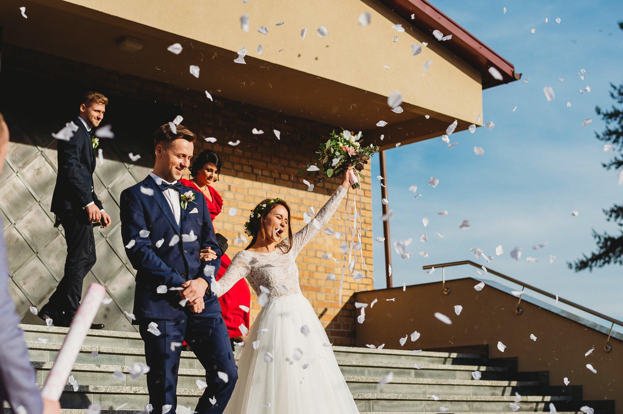 Fantastyczny ślub w stylu rustykalnym, wesele w Kapitańskiej  fotograf ślubny Konin 157