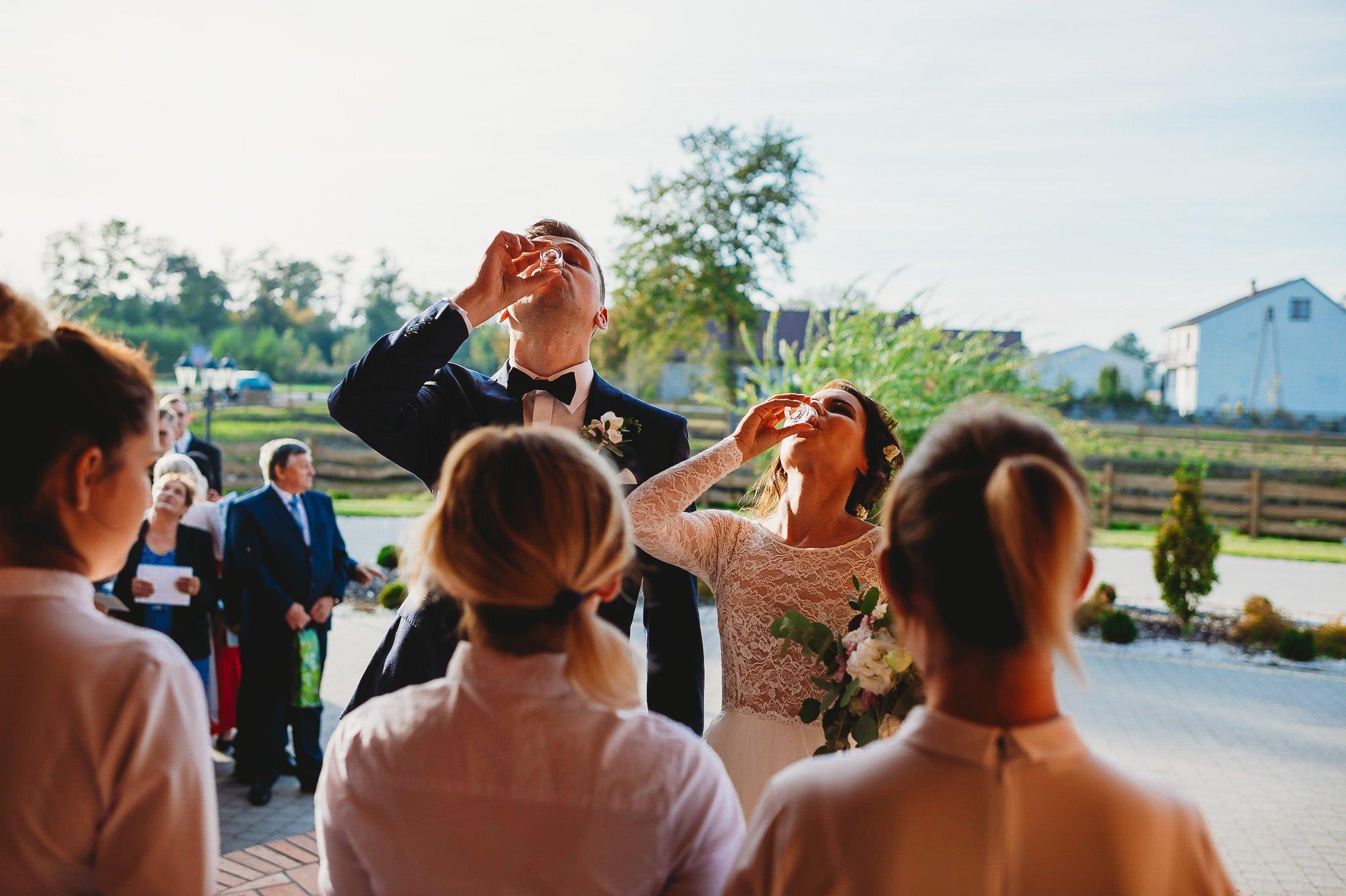 Fantastyczny ślub w stylu rustykalnym, wesele w Kapitańskiej  fotograf ślubny Konin 193