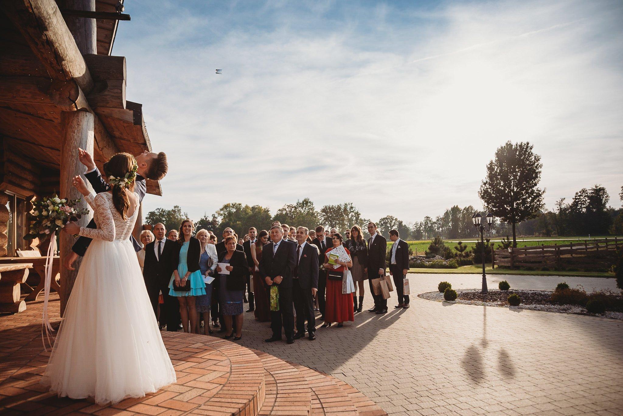 Fantastyczny ślub w stylu rustykalnym, wesele w Kapitańskiej  fotograf ślubny Konin 195