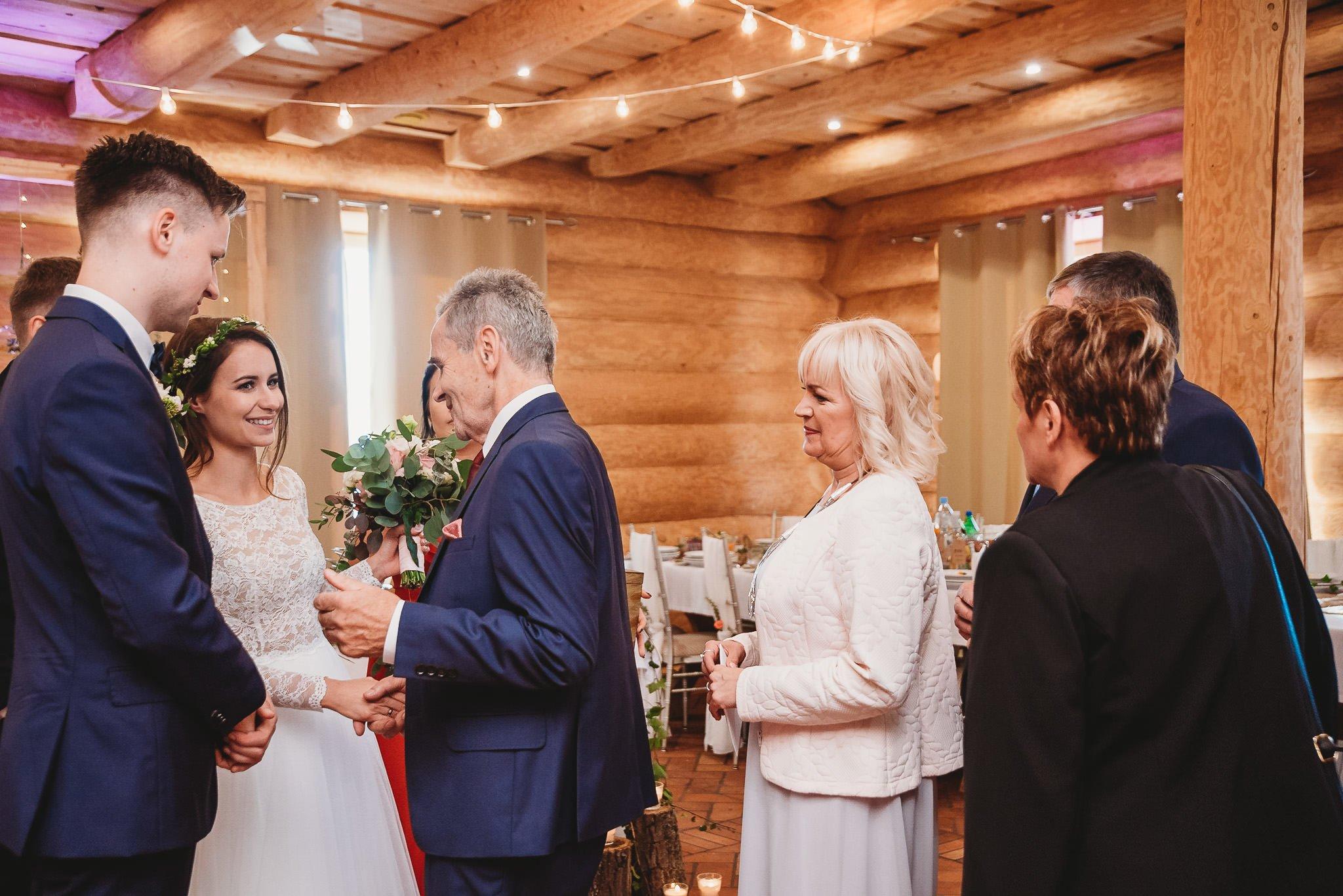 Fantastyczny ślub w stylu rustykalnym, wesele w Kapitańskiej  fotograf ślubny Konin 205