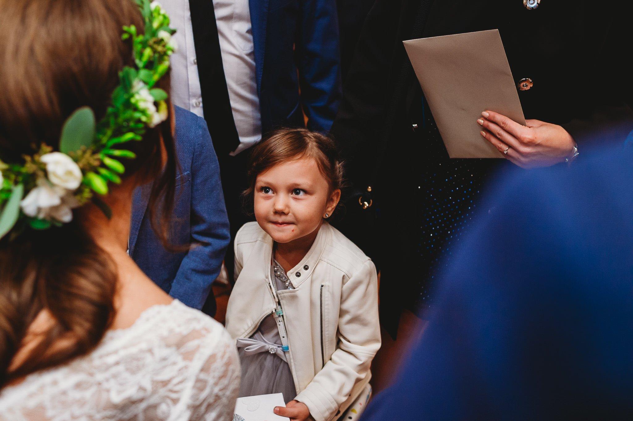 Fantastyczny ślub w stylu rustykalnym, wesele w Kapitańskiej  fotograf ślubny Konin 217