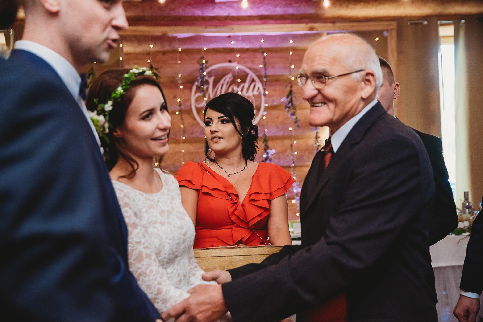 Fantastyczny ślub w stylu rustykalnym, wesele w Kapitańskiej  fotograf ślubny Konin 219