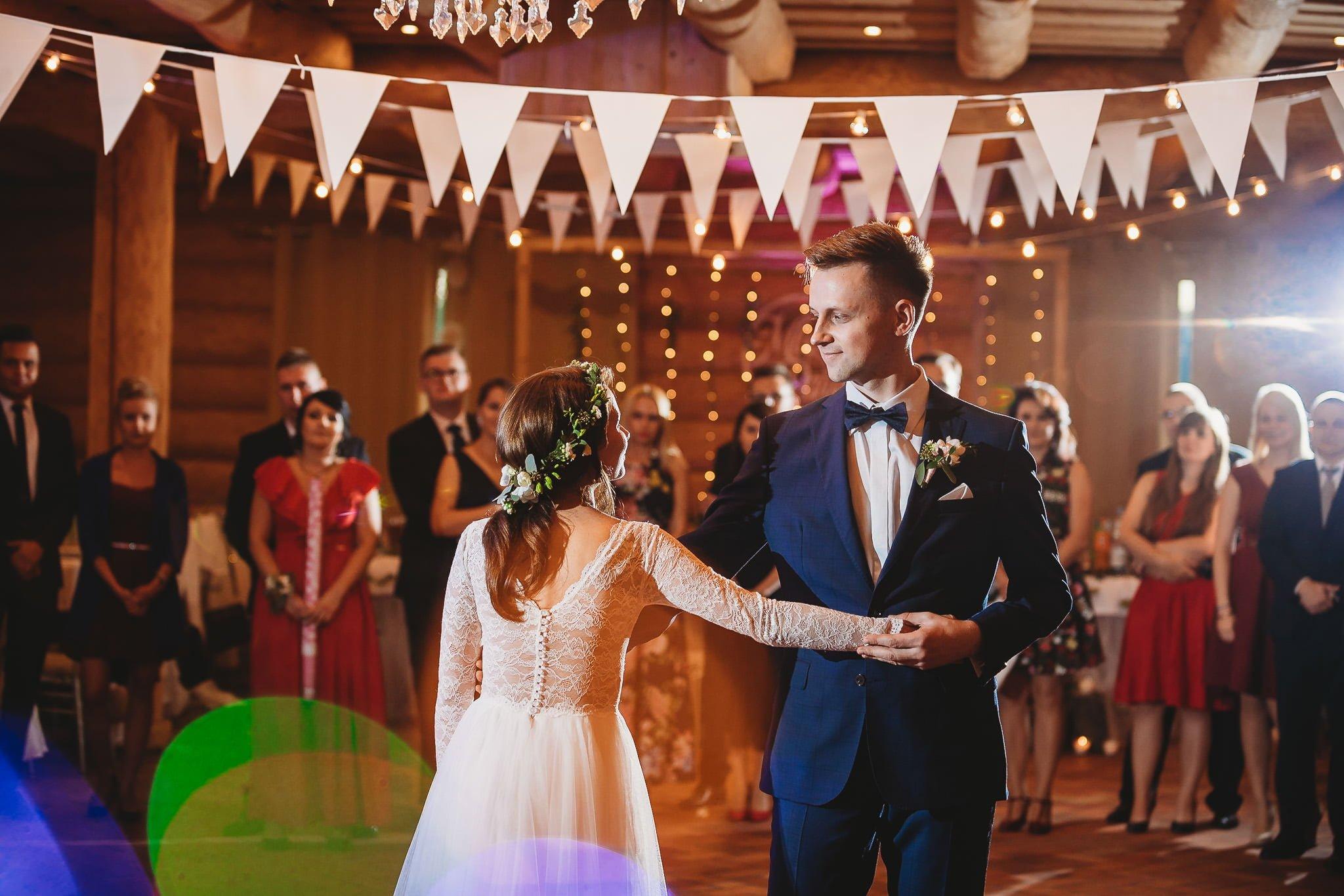 Fantastyczny ślub w stylu rustykalnym, wesele w Kapitańskiej  fotograf ślubny Konin 237
