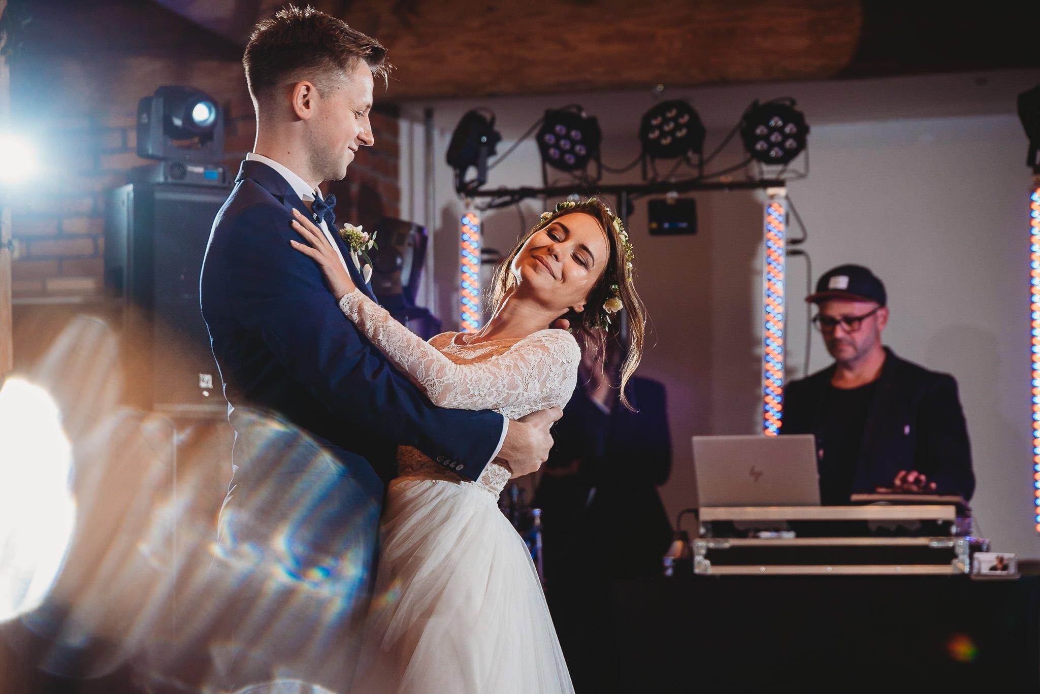 Fantastyczny ślub w stylu rustykalnym, wesele w Kapitańskiej  fotograf ślubny Konin 239
