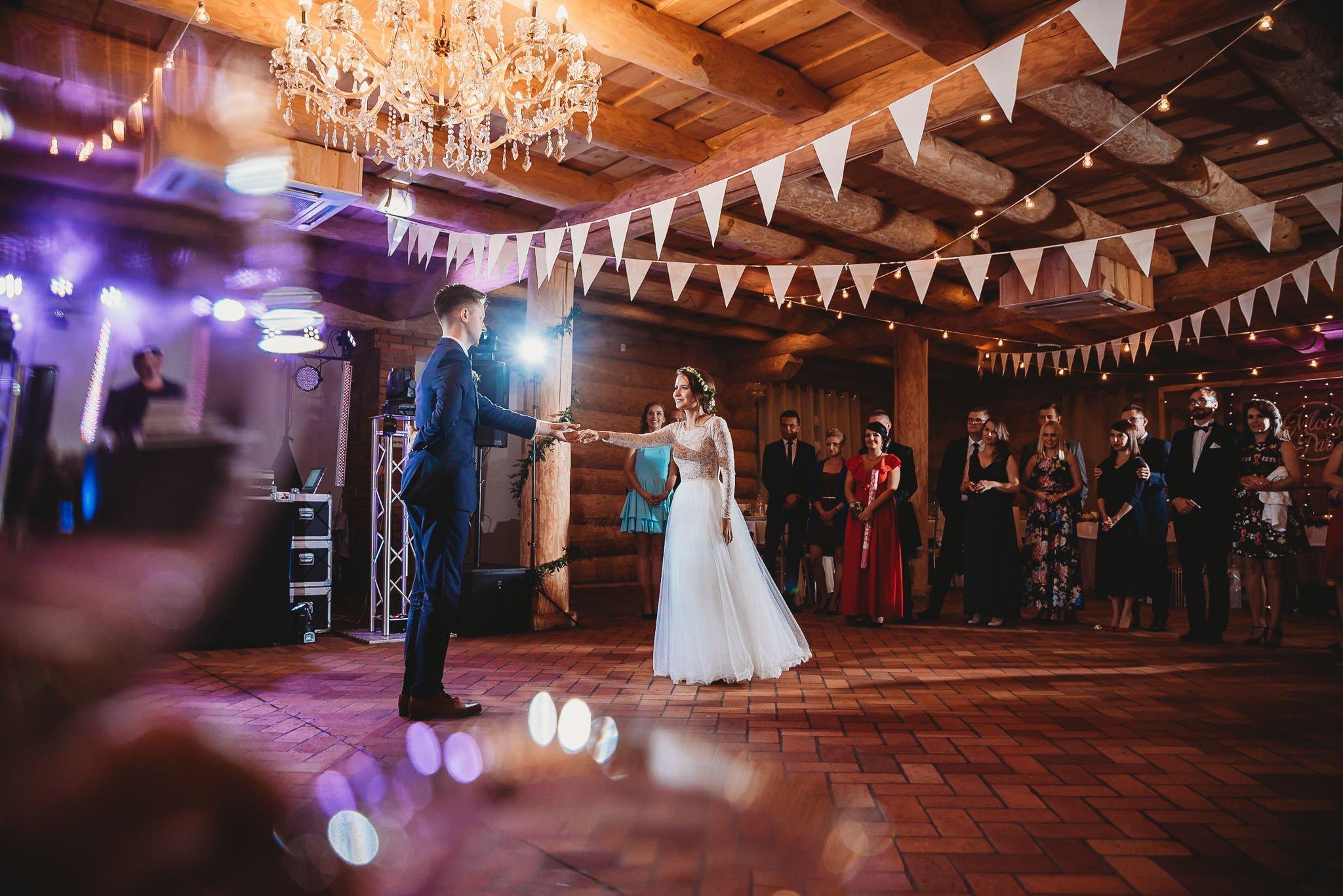 Fantastyczny ślub w stylu rustykalnym, wesele w Kapitańskiej  fotograf ślubny Konin 241