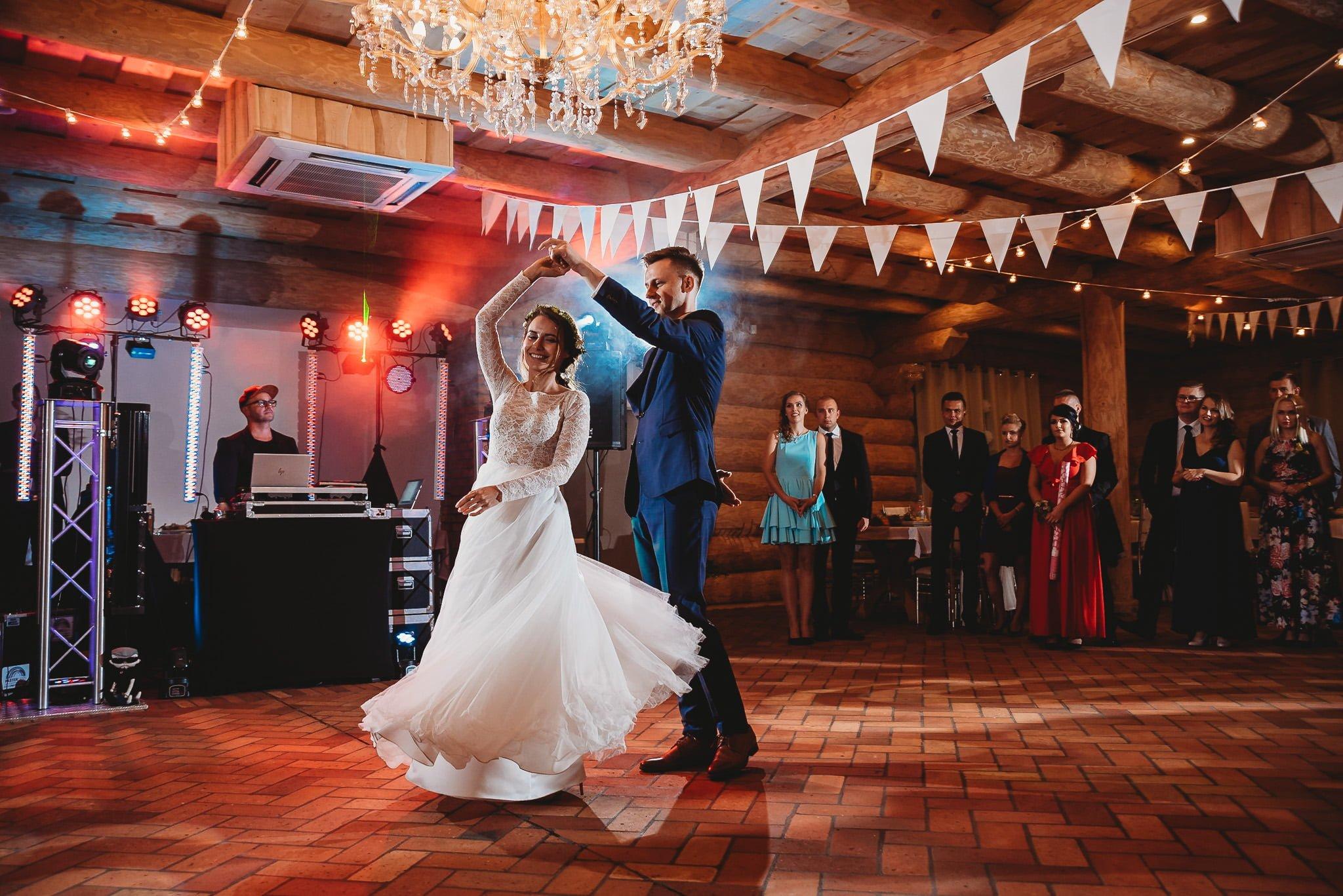 Fantastyczny ślub w stylu rustykalnym, wesele w Kapitańskiej  fotograf ślubny Konin 245
