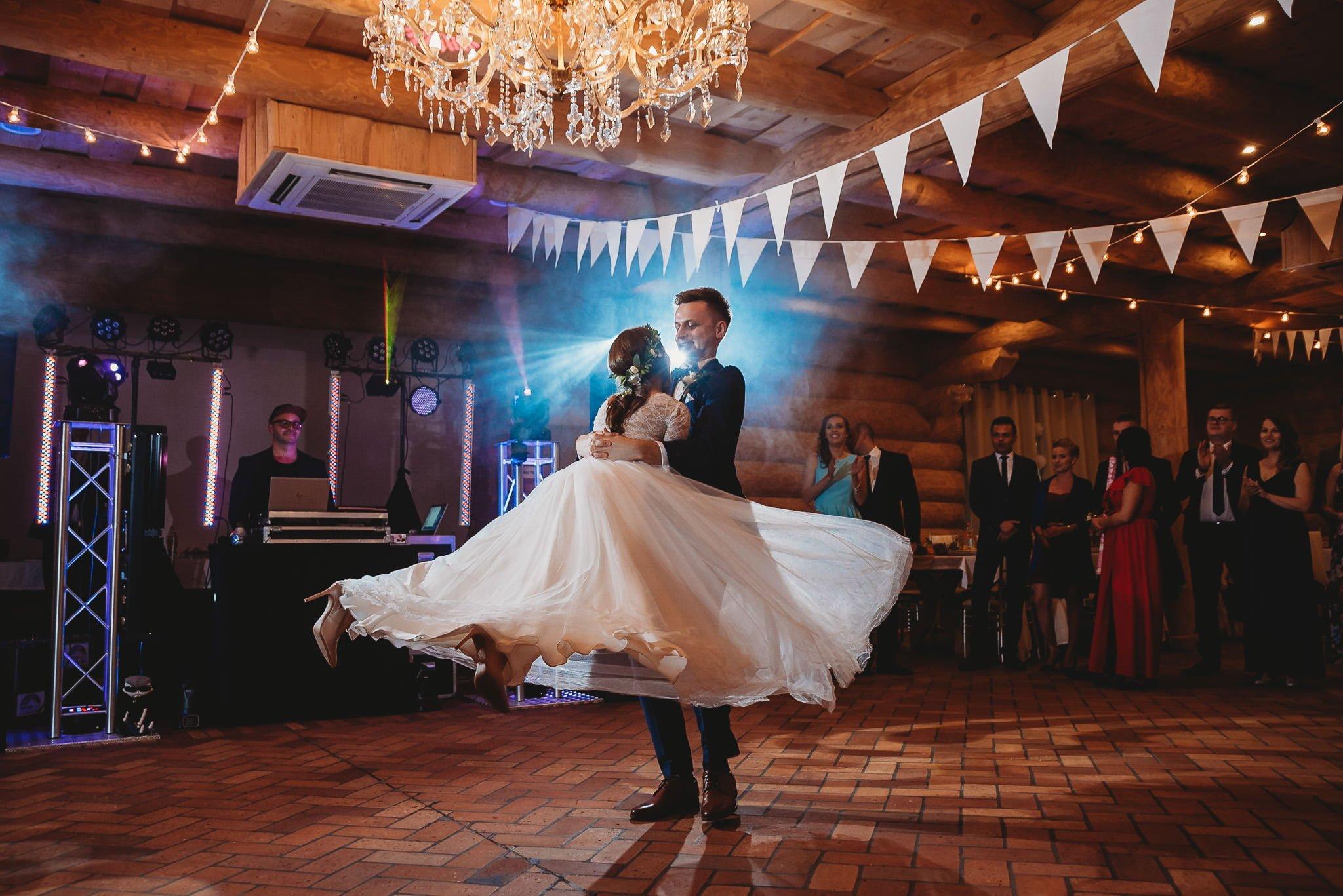Fantastyczny ślub w stylu rustykalnym, wesele w Kapitańskiej  fotograf ślubny Konin 249