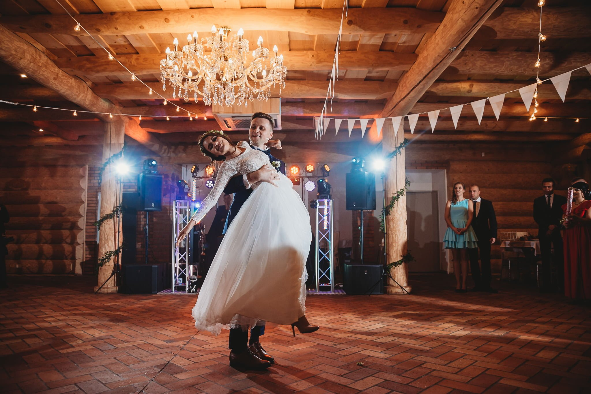 Fantastyczny ślub w stylu rustykalnym, wesele w Kapitańskiej  fotograf ślubny Konin 251
