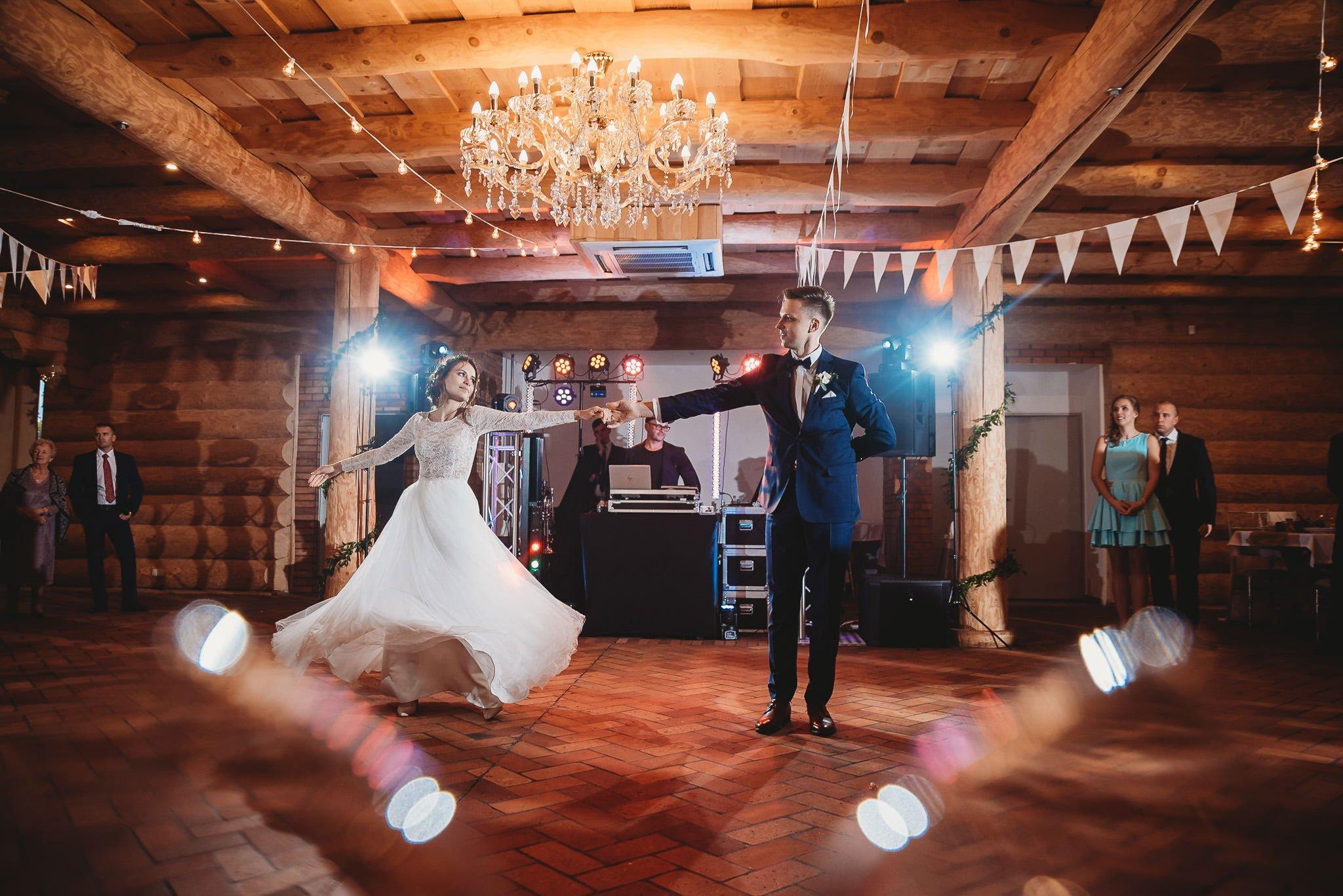 Fantastyczny ślub w stylu rustykalnym, wesele w Kapitańskiej  fotograf ślubny Konin 253
