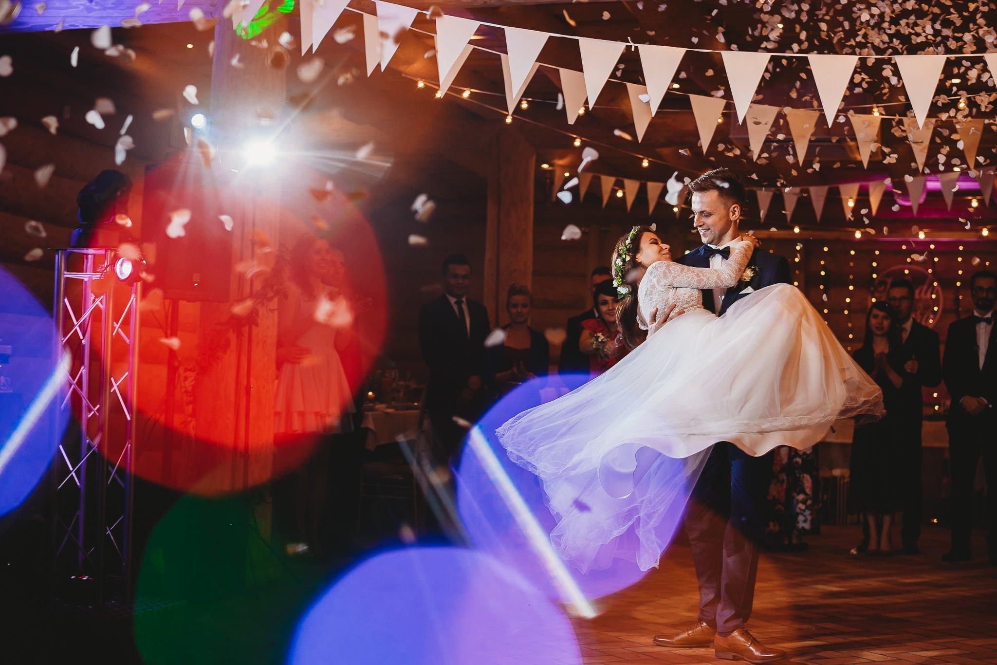 Fantastyczny ślub w stylu rustykalnym, wesele w Kapitańskiej  fotograf ślubny Konin 255