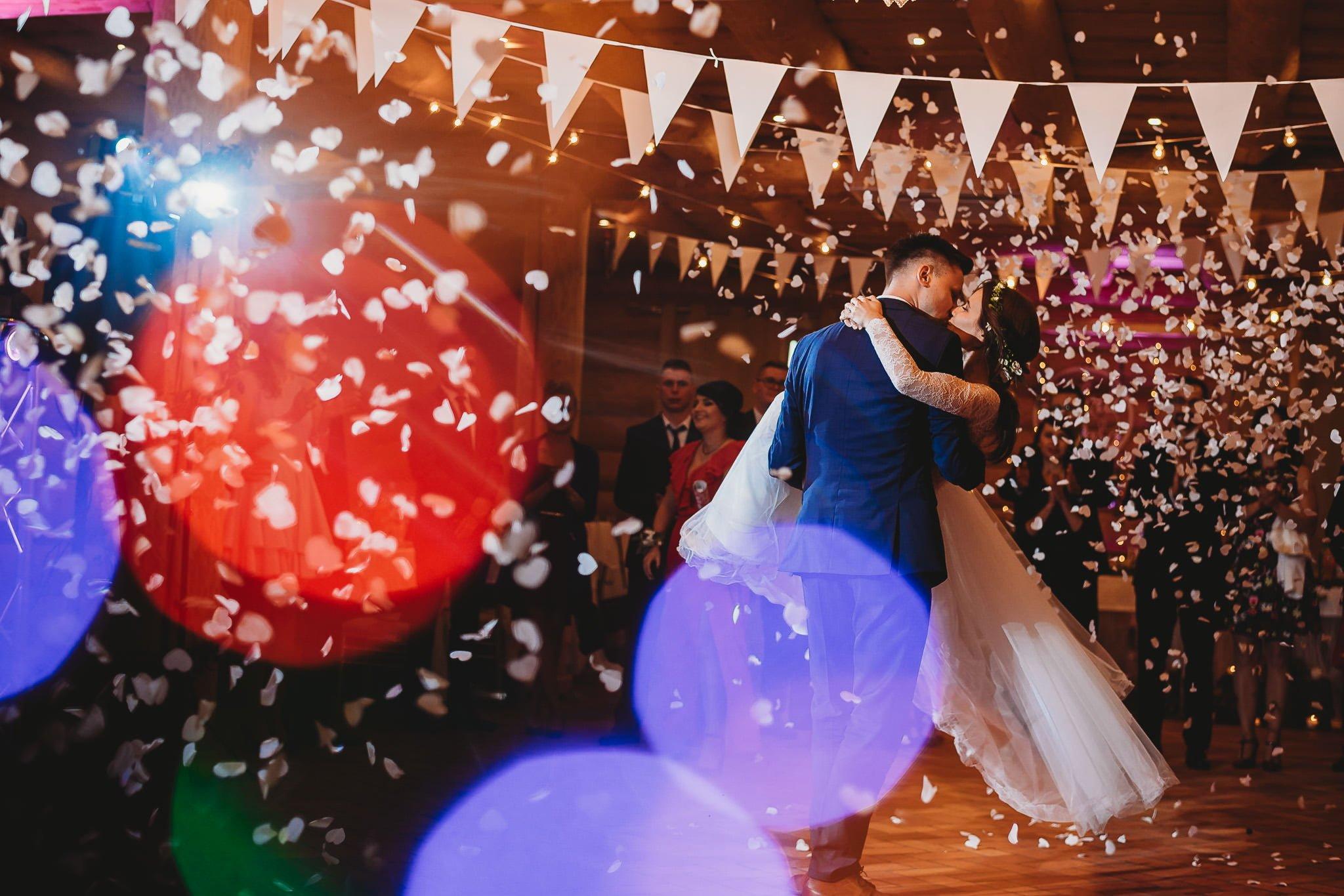 Fantastyczny ślub w stylu rustykalnym, wesele w Kapitańskiej  fotograf ślubny Konin 257