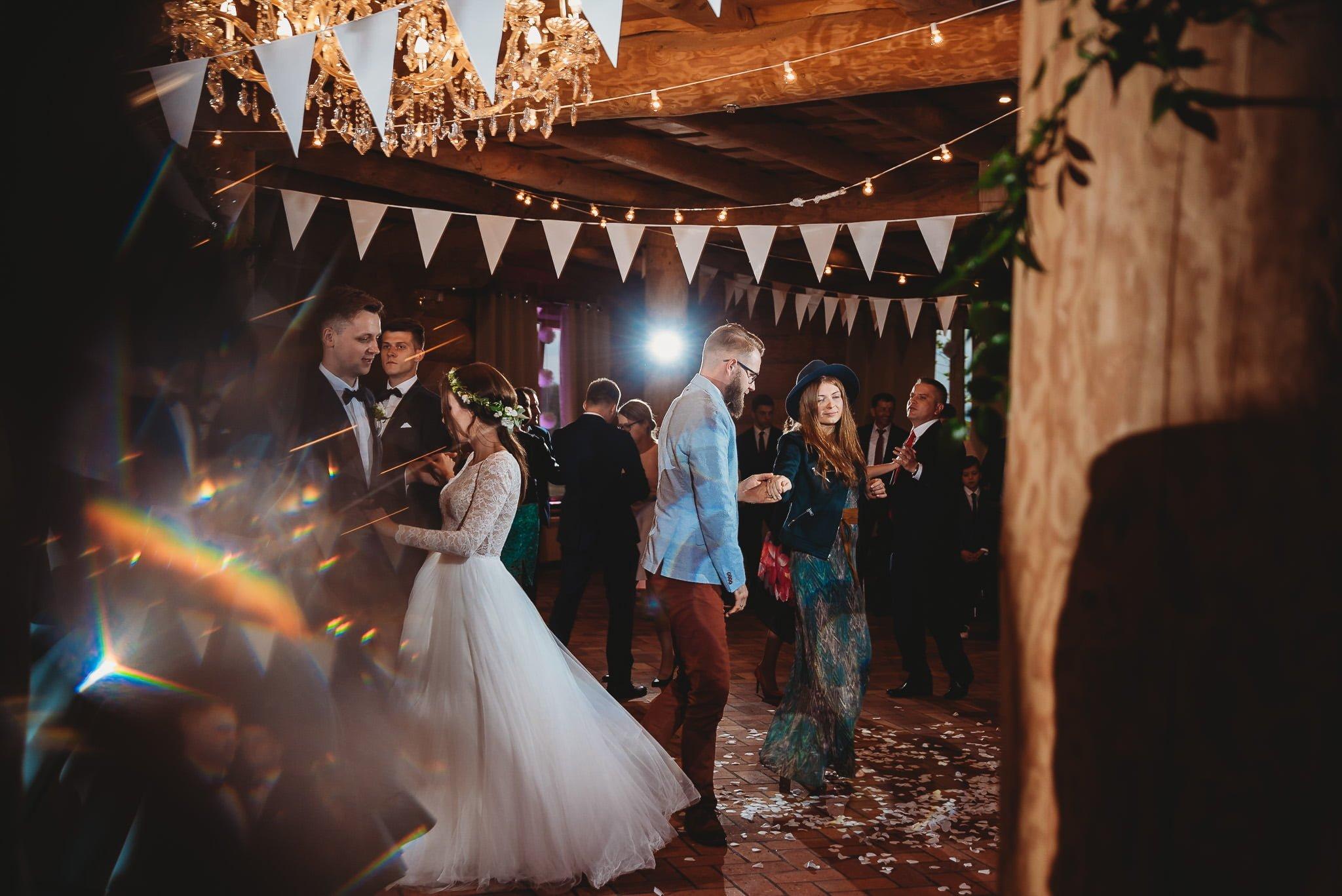 Fantastyczny ślub w stylu rustykalnym, wesele w Kapitańskiej  fotograf ślubny Konin 264