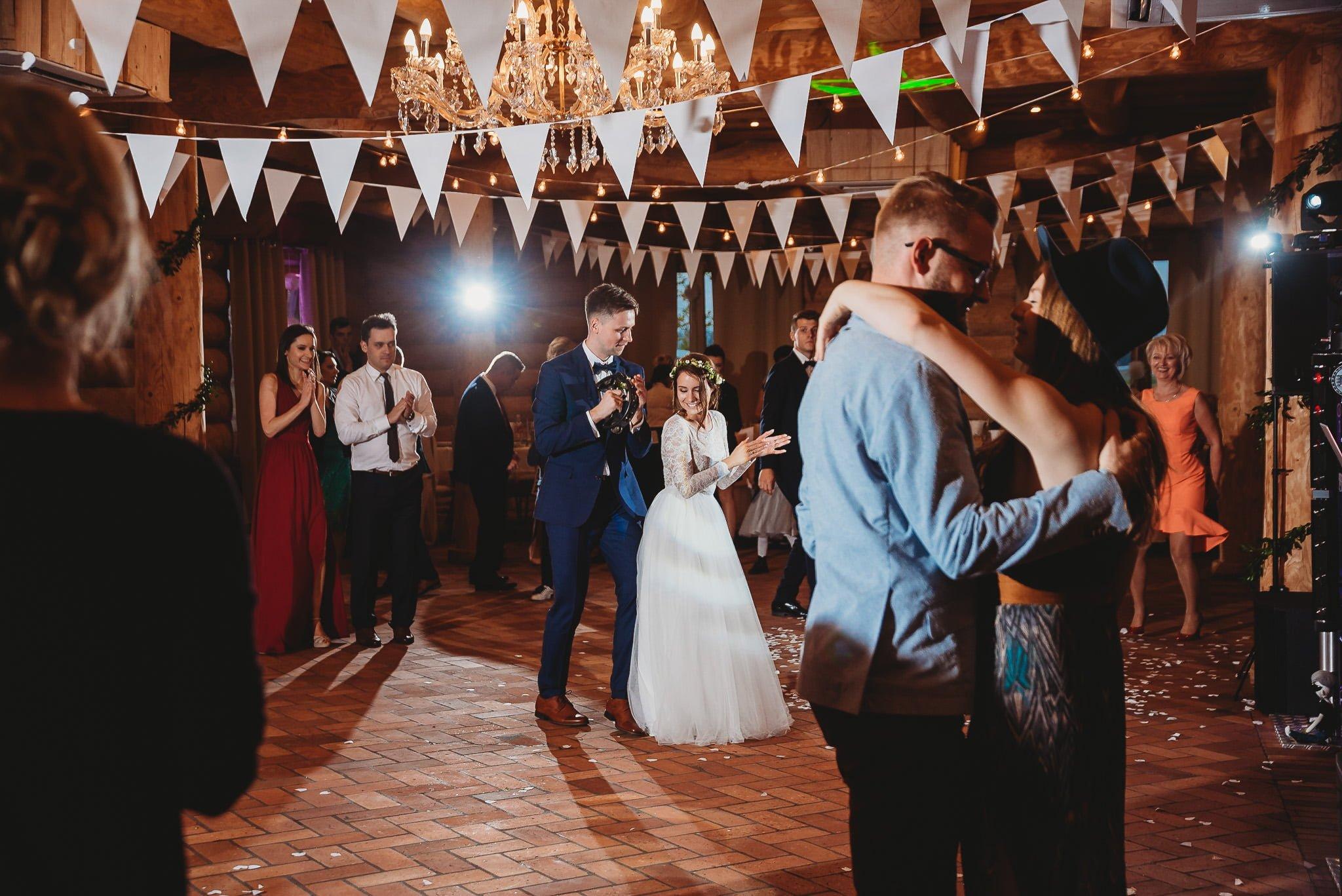 Fantastyczny ślub w stylu rustykalnym, wesele w Kapitańskiej  fotograf ślubny Konin 268
