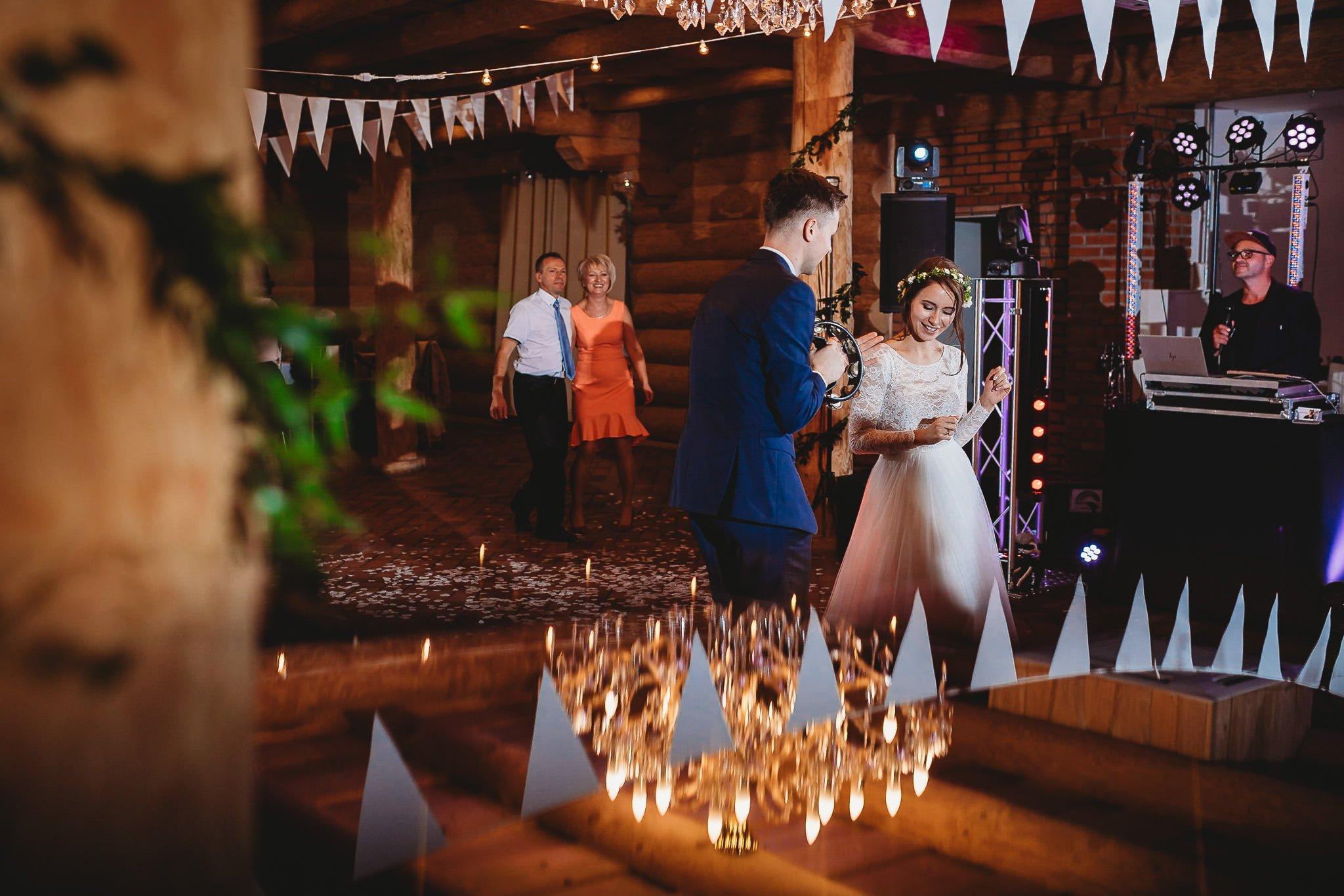 Fantastyczny ślub w stylu rustykalnym, wesele w Kapitańskiej  fotograf ślubny Konin 270