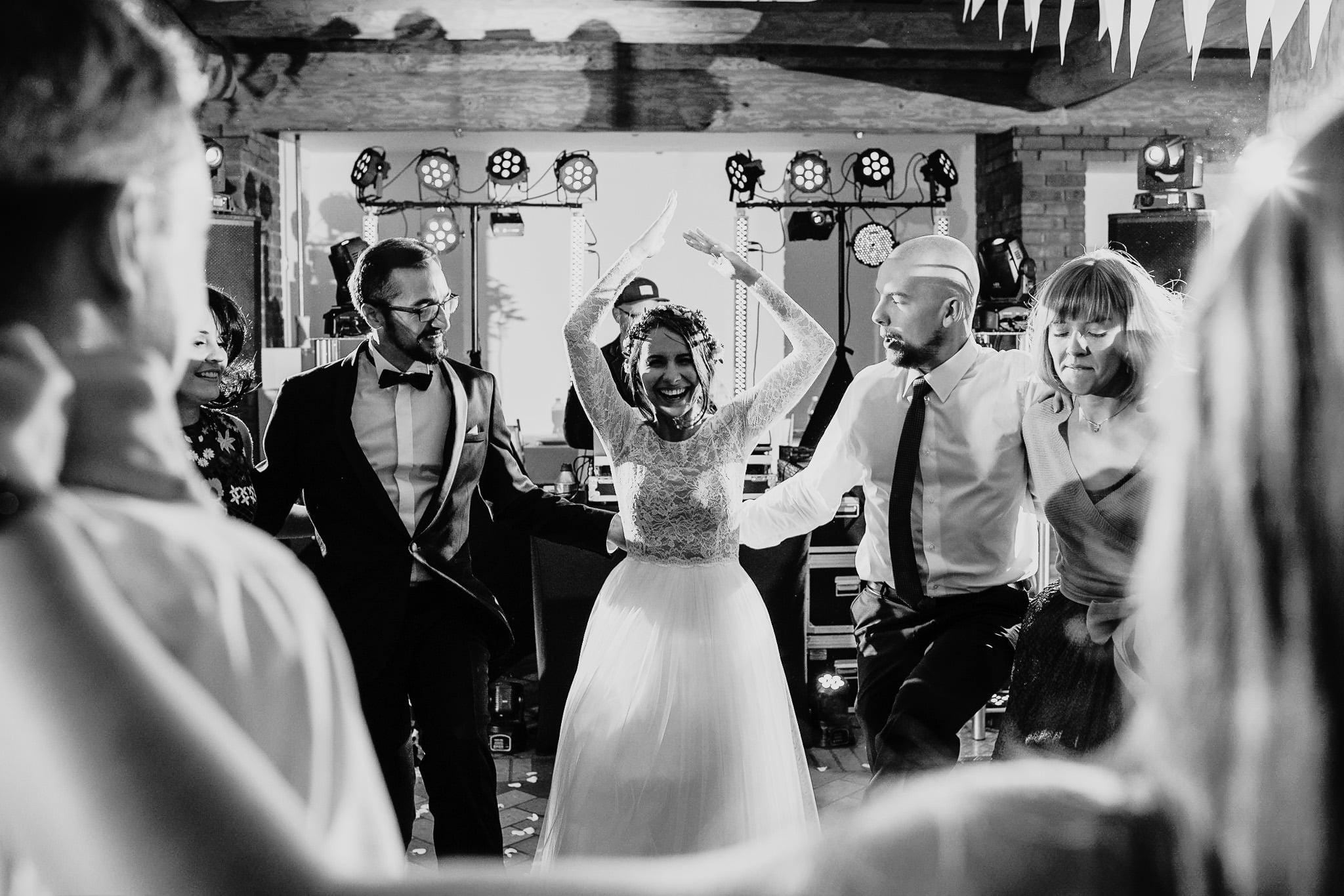 Fantastyczny ślub w stylu rustykalnym, wesele w Kapitańskiej  fotograf ślubny Konin 274