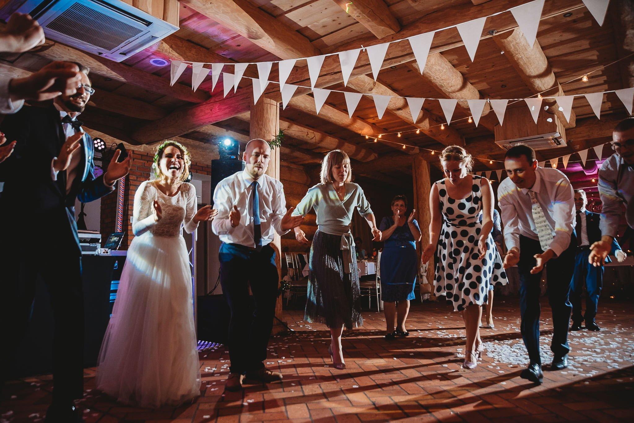 Fantastyczny ślub w stylu rustykalnym, wesele w Kapitańskiej  fotograf ślubny Konin 276