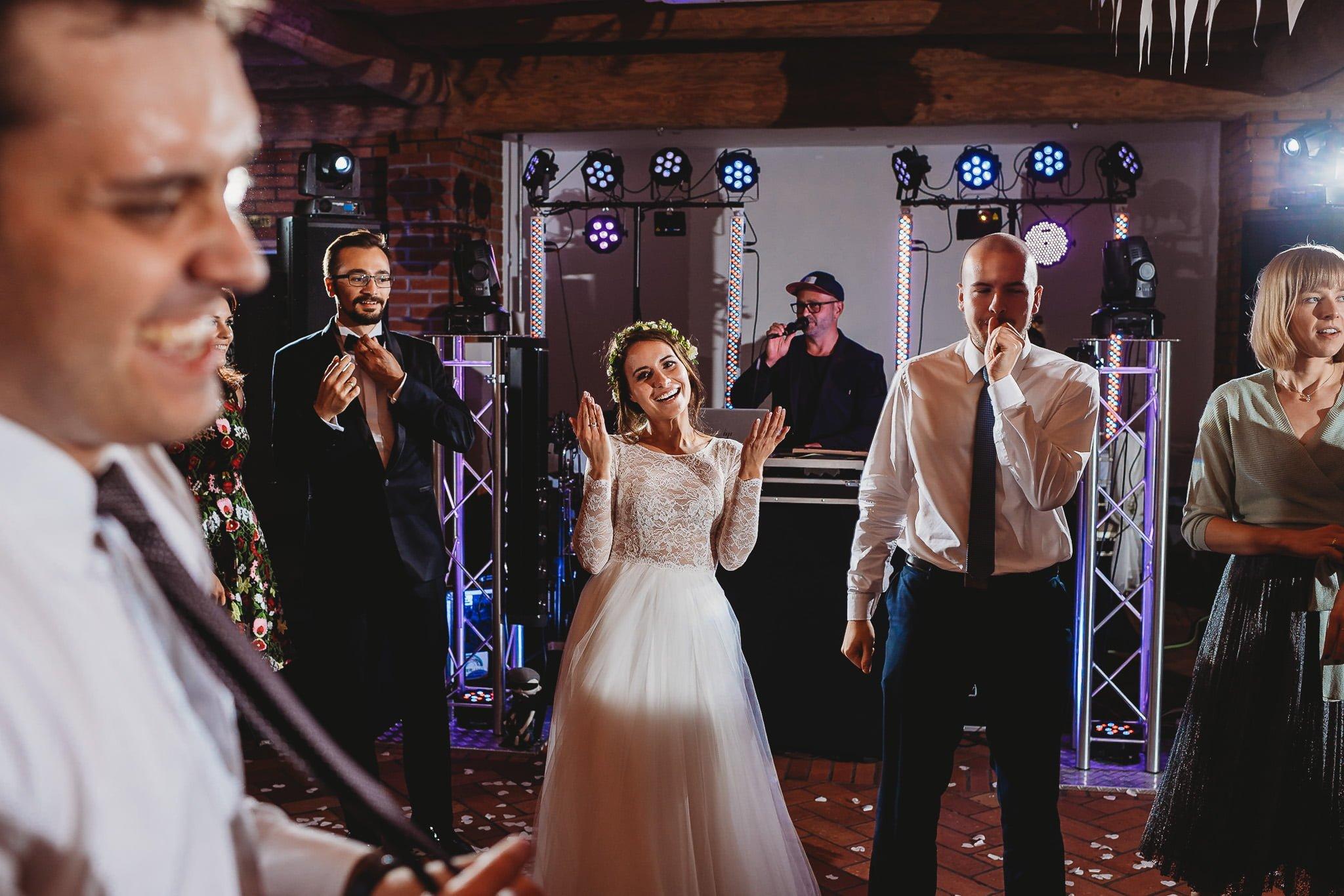 Fantastyczny ślub w stylu rustykalnym, wesele w Kapitańskiej  fotograf ślubny Konin 278