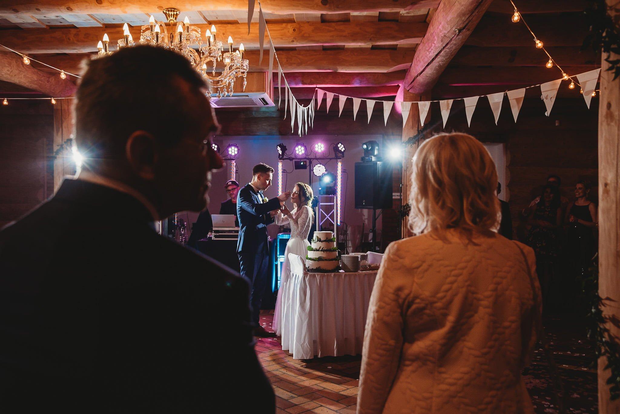 Fantastyczny ślub w stylu rustykalnym, wesele w Kapitańskiej  fotograf ślubny Konin 286