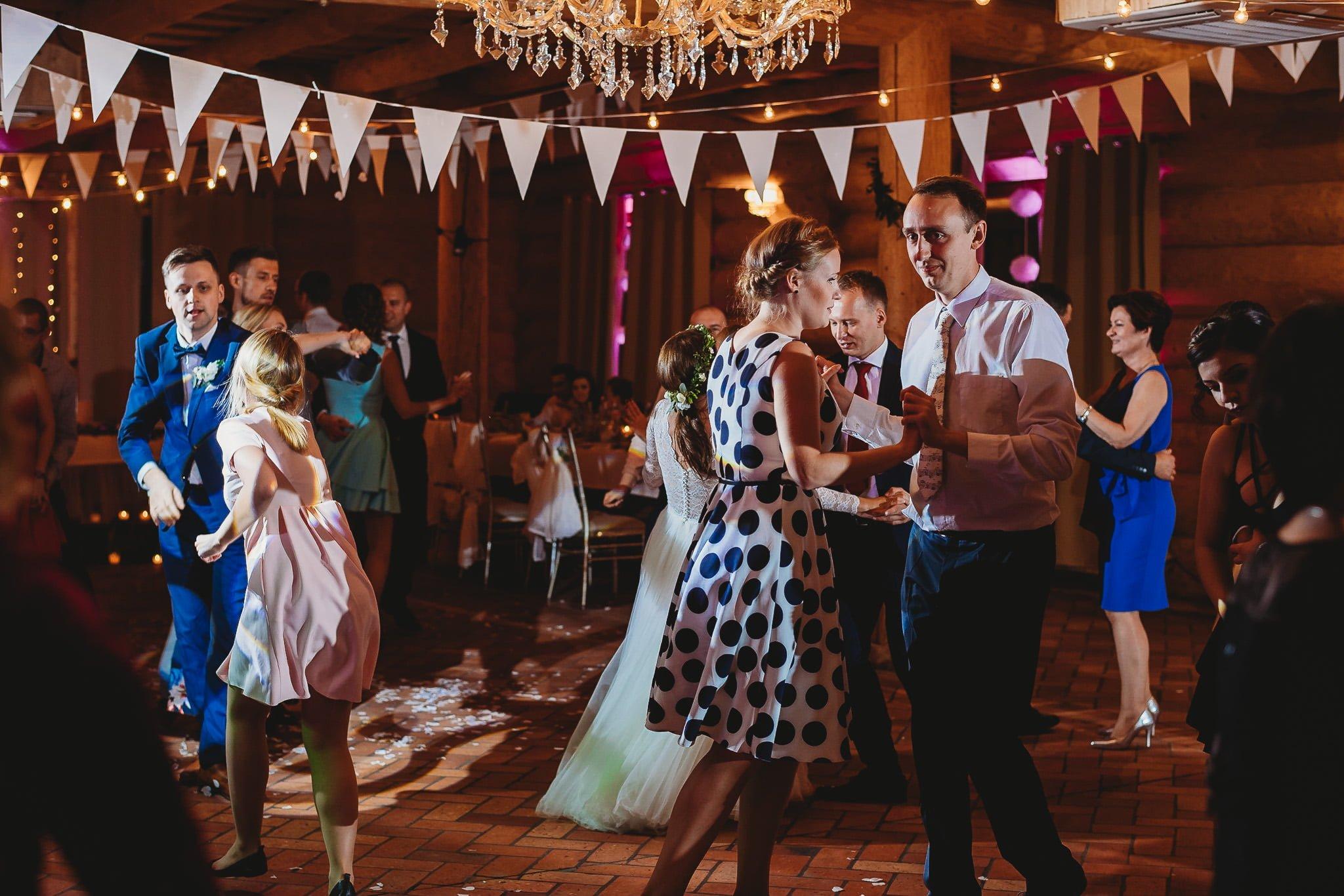 Fantastyczny ślub w stylu rustykalnym, wesele w Kapitańskiej  fotograf ślubny Konin 290