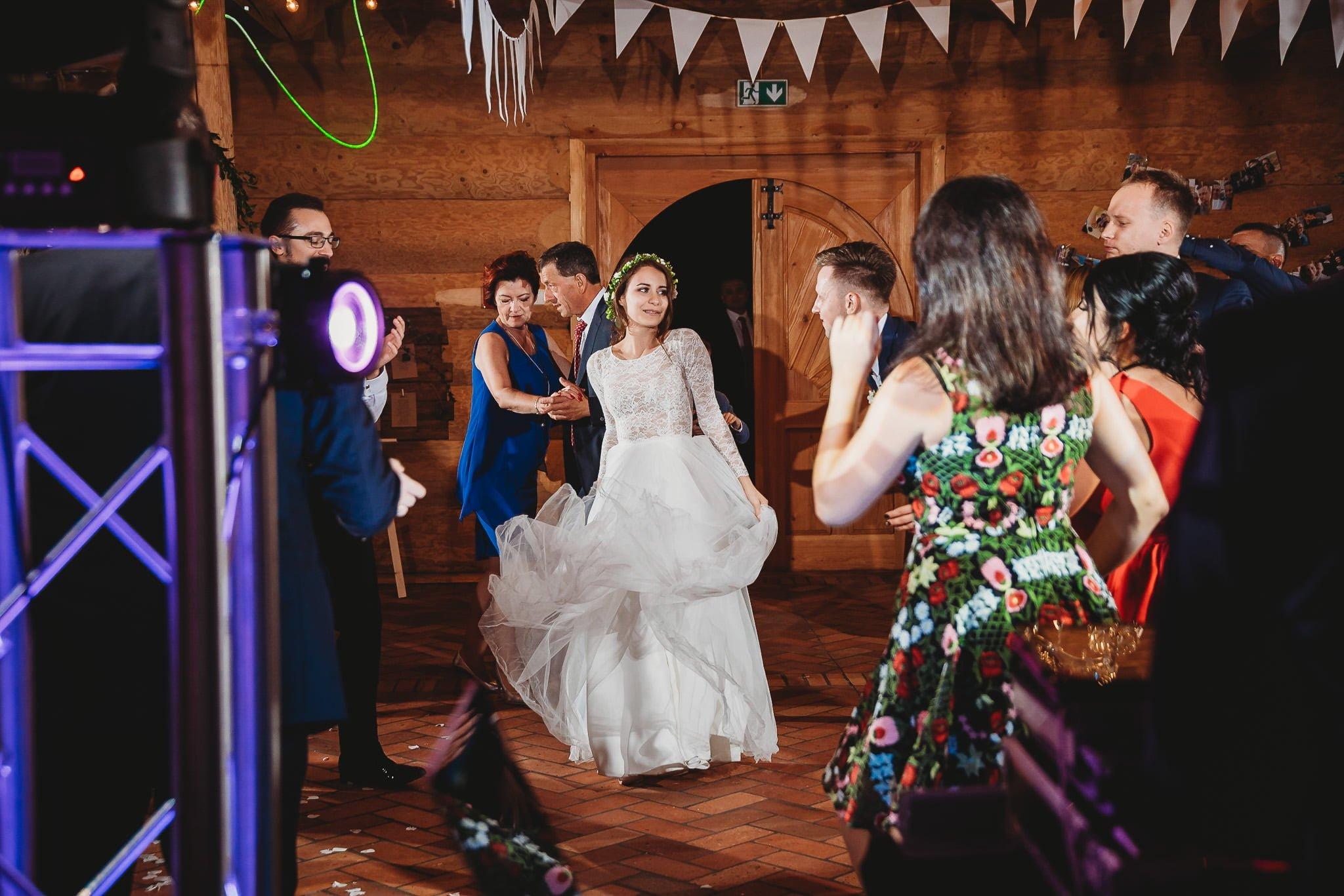 Fantastyczny ślub w stylu rustykalnym, wesele w Kapitańskiej  fotograf ślubny Konin 292