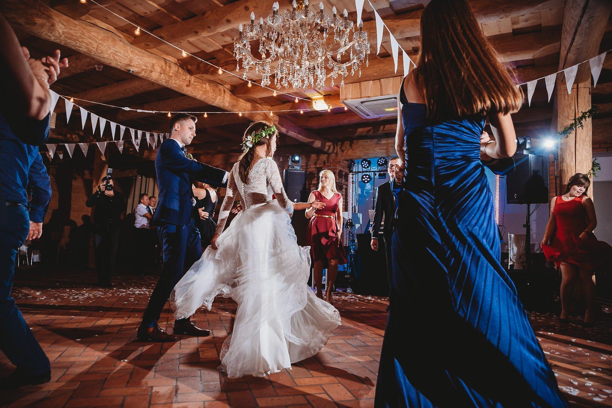 Fantastyczny ślub w stylu rustykalnym, wesele w Kapitańskiej  fotograf ślubny Konin 294