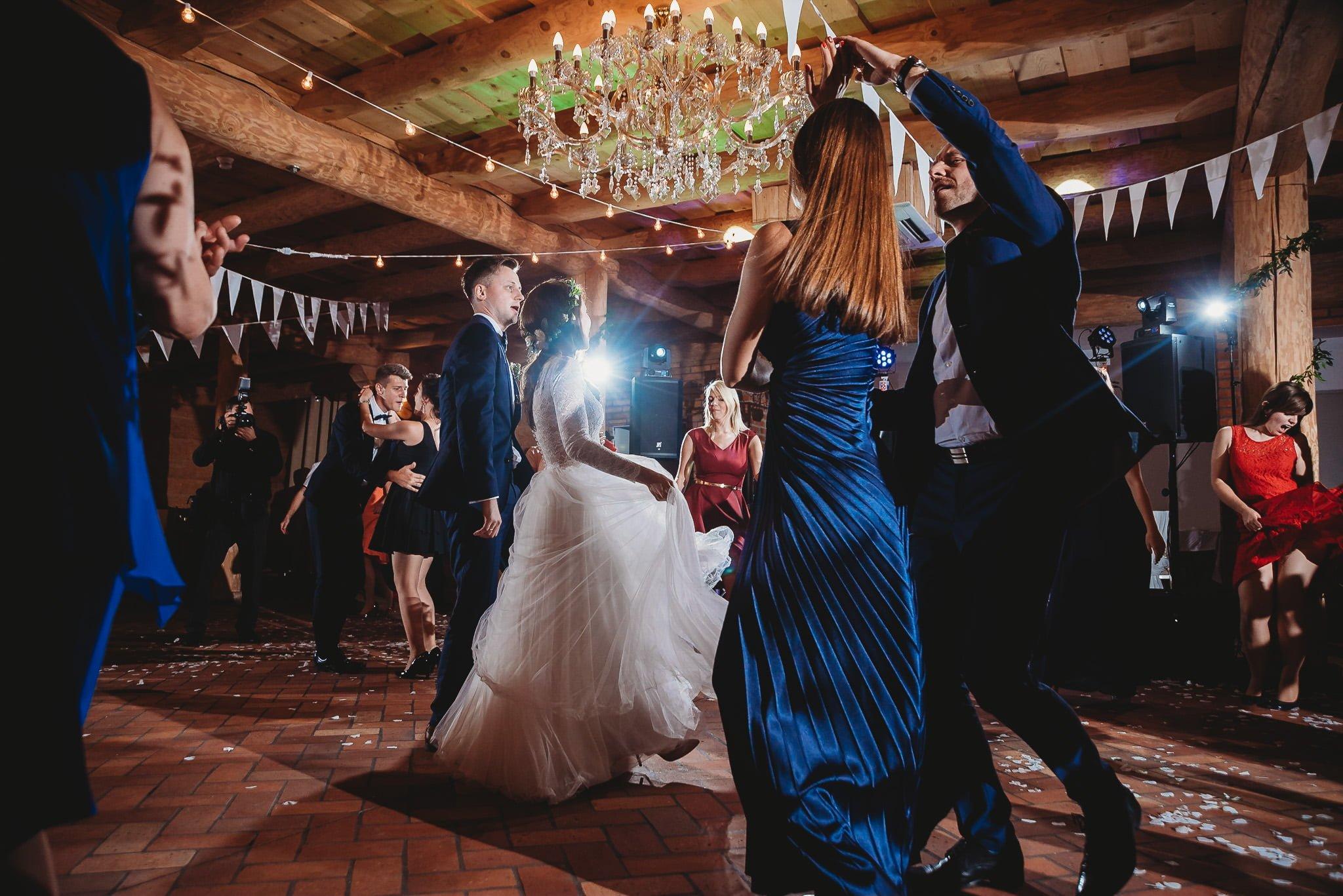 Fantastyczny ślub w stylu rustykalnym, wesele w Kapitańskiej  fotograf ślubny Konin 296