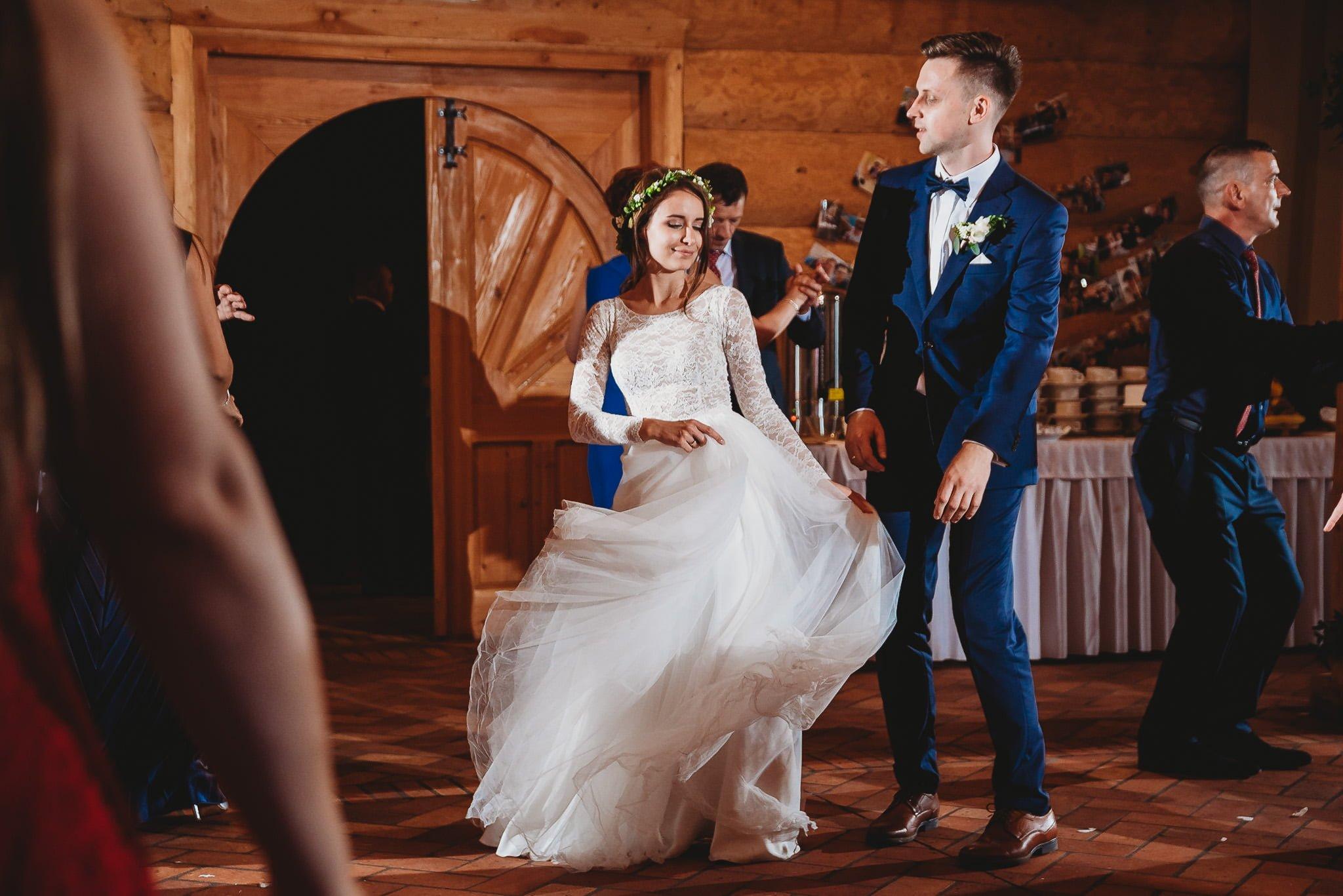 Fantastyczny ślub w stylu rustykalnym, wesele w Kapitańskiej  fotograf ślubny Konin 298